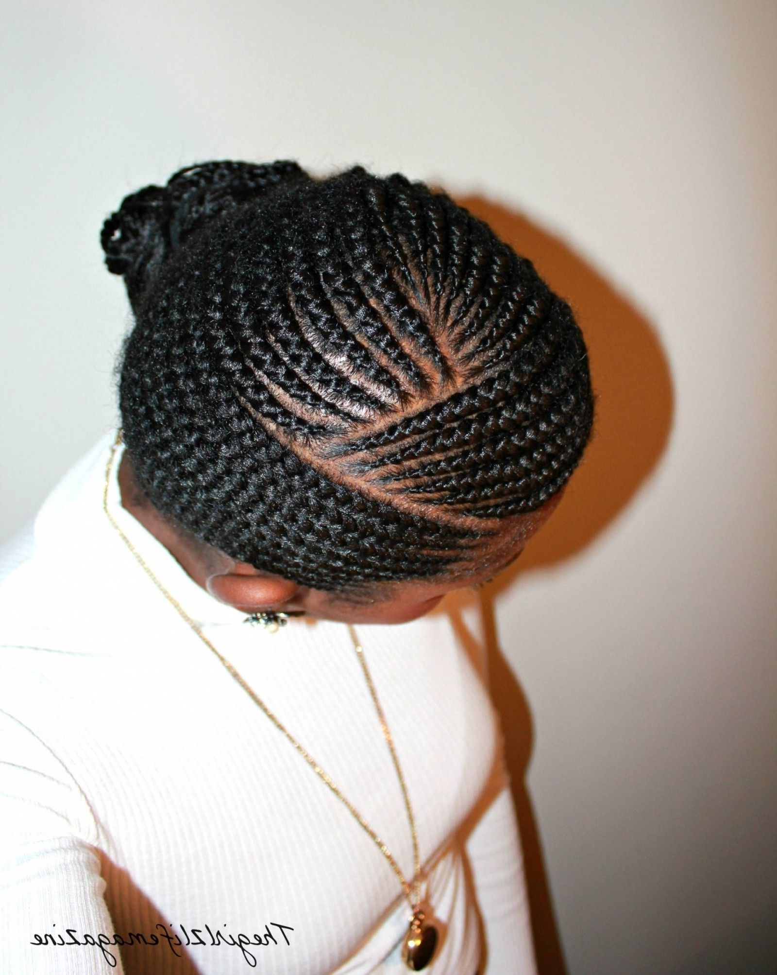 Pinmaimona On Je Fais Ce Que Je Veux Avec Mes Cheveux Within Most Up To Date Curvy Ghana Braids With Crown Bun (View 10 of 15)