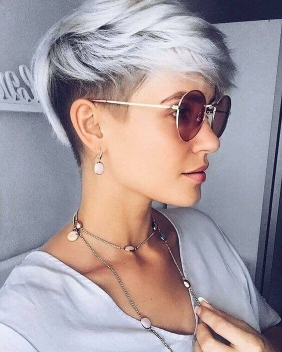 Preferred Two Tone Pixie Haircuts Inside 50 Pixie Haircuts You'll See Trending In (View 11 of 15)