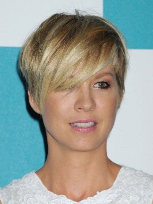 Short Choppy Hairstyles Side Parting Pixie Crop With Regard To Well Liked Short Choppy Side Parted Pixie Haircuts (View 11 of 15)