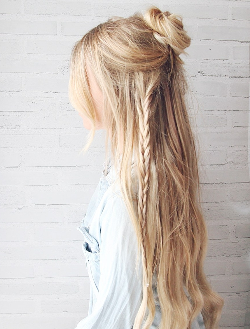 10 Easy Hairstyles For The Beach – The Everygirl With Regard To Most Up To Date Beachy Half Ponytail Hairstyles (View 1 of 20)