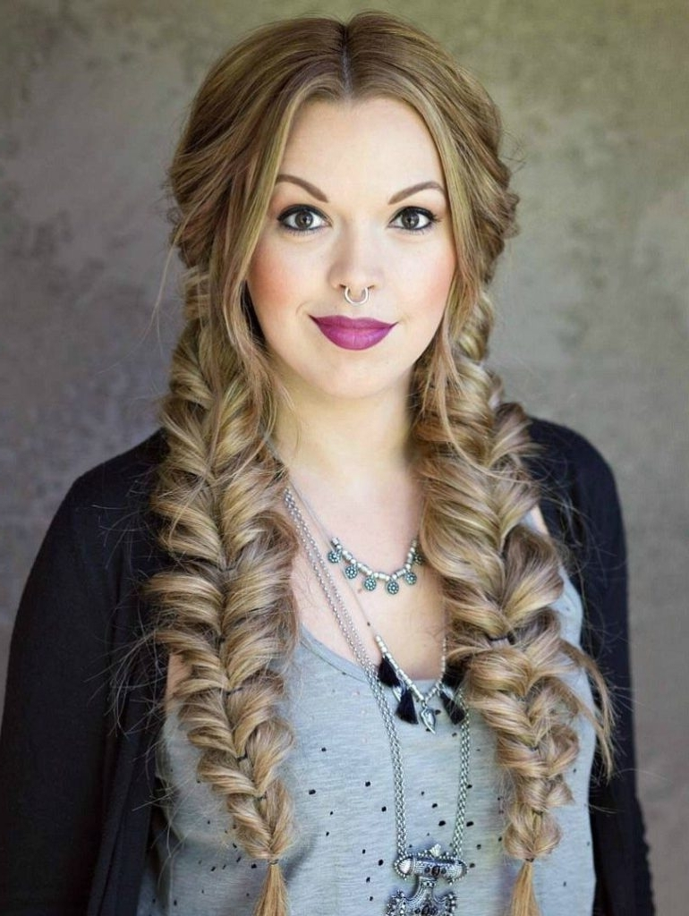 15+ Ideas To Make Fishtail Braid Hairstyles That You'll Love Pertaining To Most Up To Date Messy Volumized Fishtail Hairstyles (View 1 of 20)