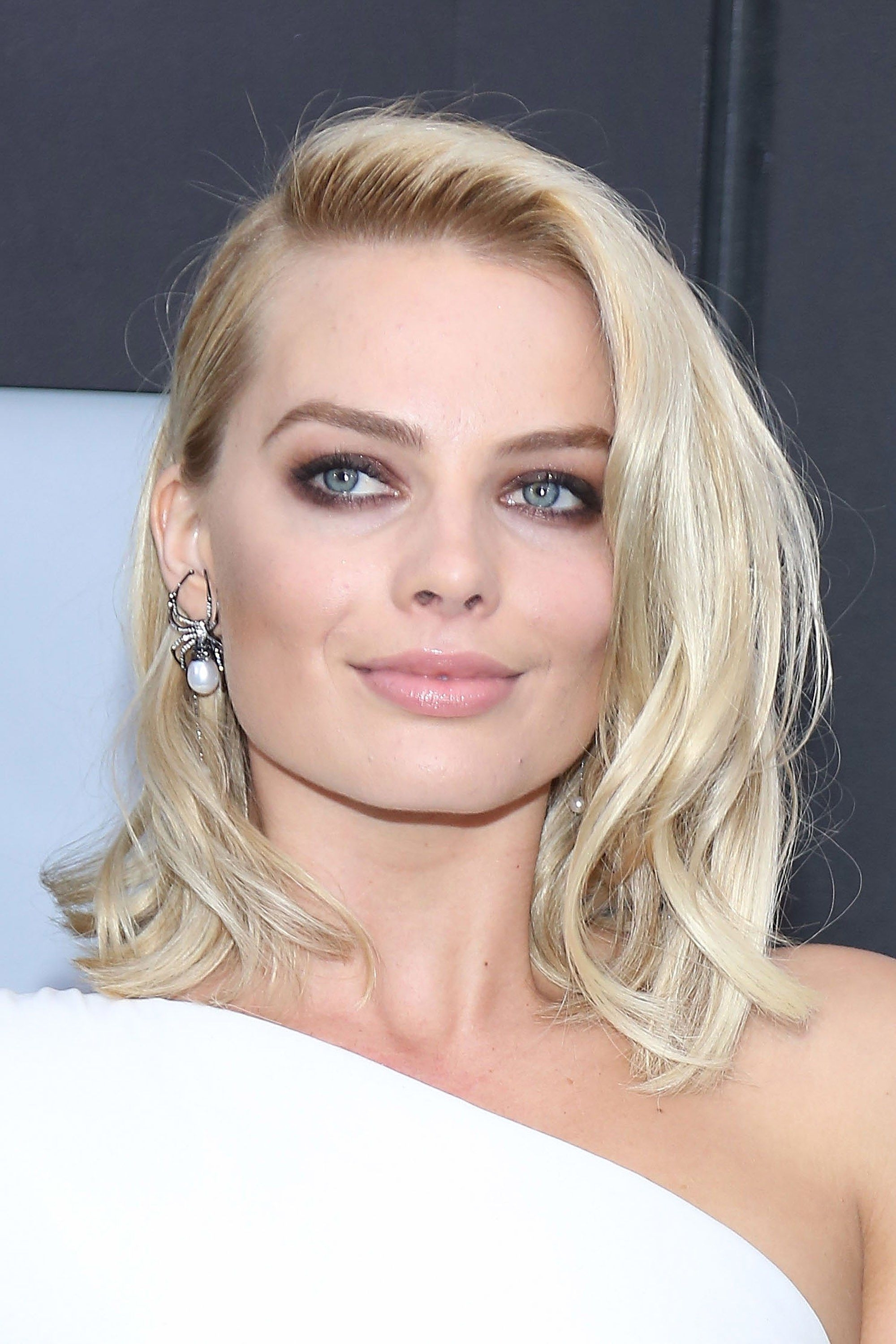 20 Of Margot Robbie's Best Hair & Makeup Moments: From Short Hair To For Well Known Glamorous Mid Length Blonde Bombshell (View 2 of 20)
