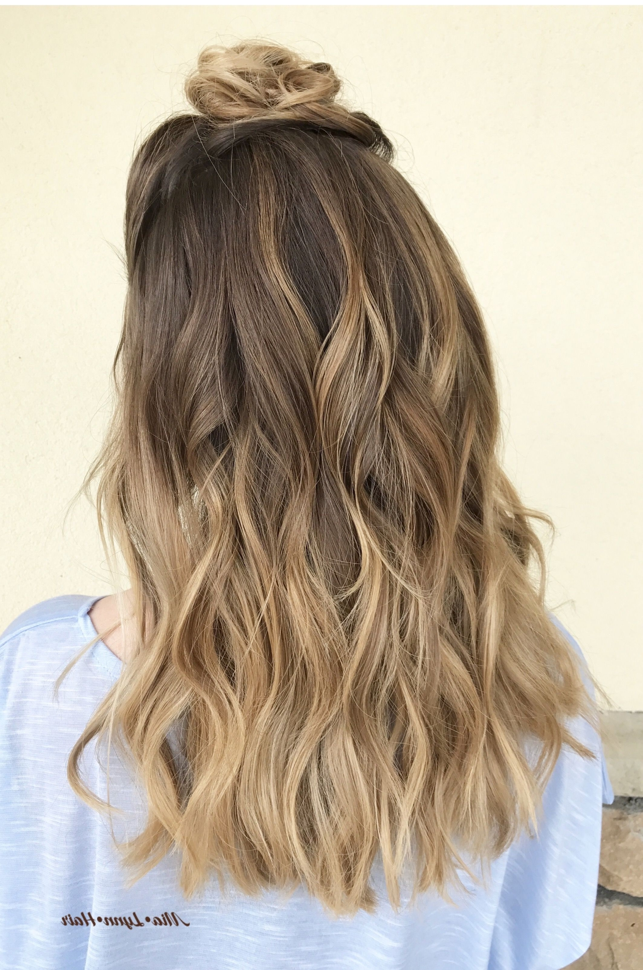 2017 Beachy Waves Hairstyles With Blonde Highlights With Balayage, Balayage Highlights, Painted Highlights, Blonde Hair (View 1 of 20)