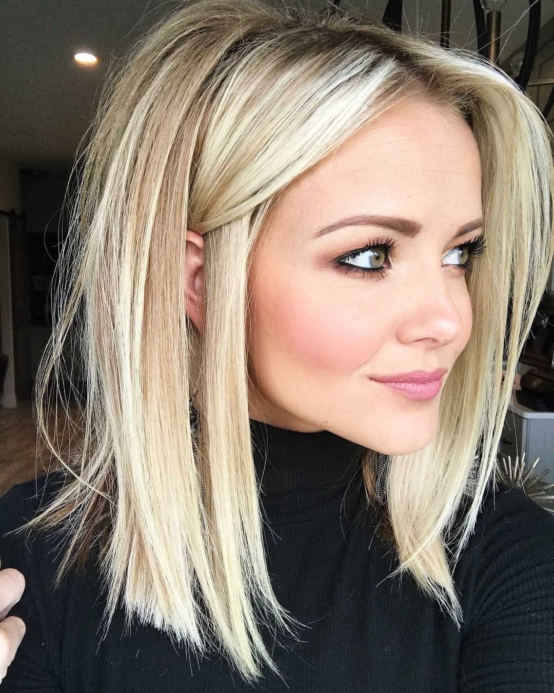 2018 Blunt Cut White Gold Lob Blonde Hairstyles With Regard To Blonde Lob Haircut (View 3 of 20)