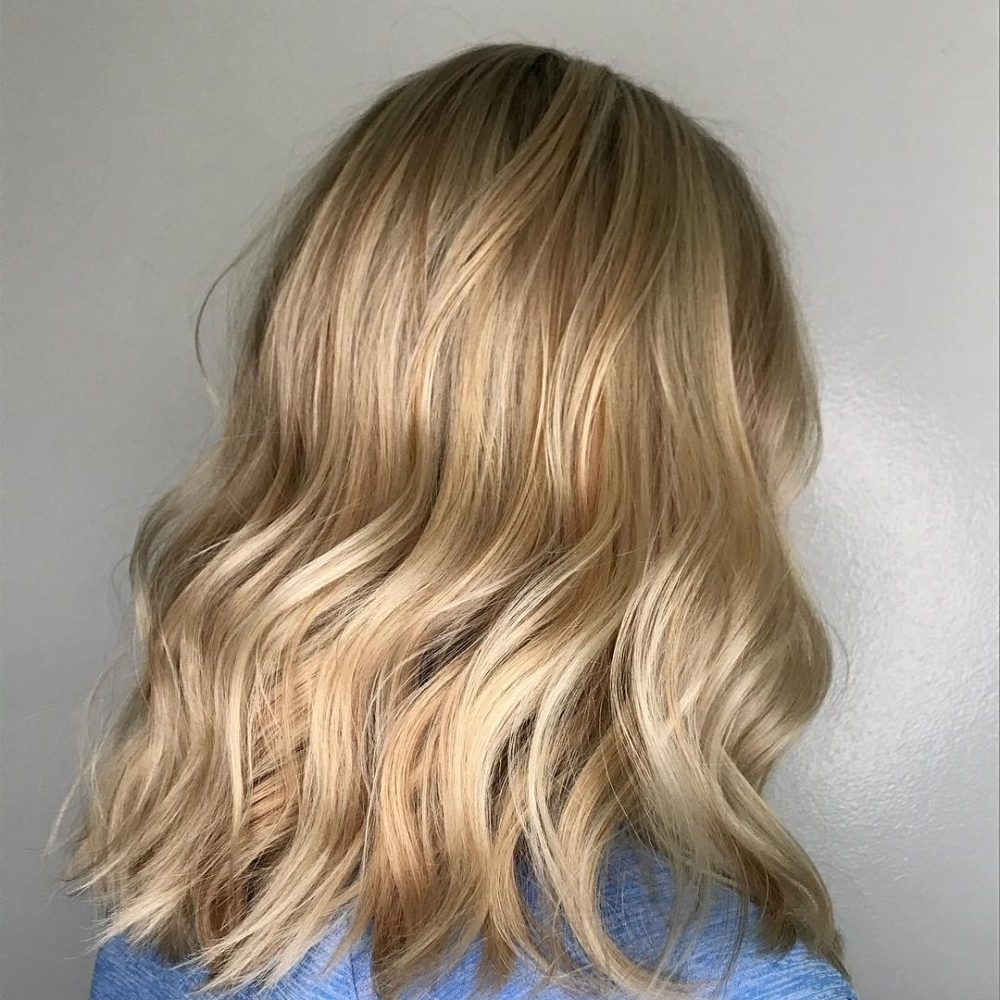 21 Hottest Honey Blonde Hair Color Ideas Of 2018 With Most Current Honey Hued Beach Waves Blonde Hairstyles (View 3 of 20)
