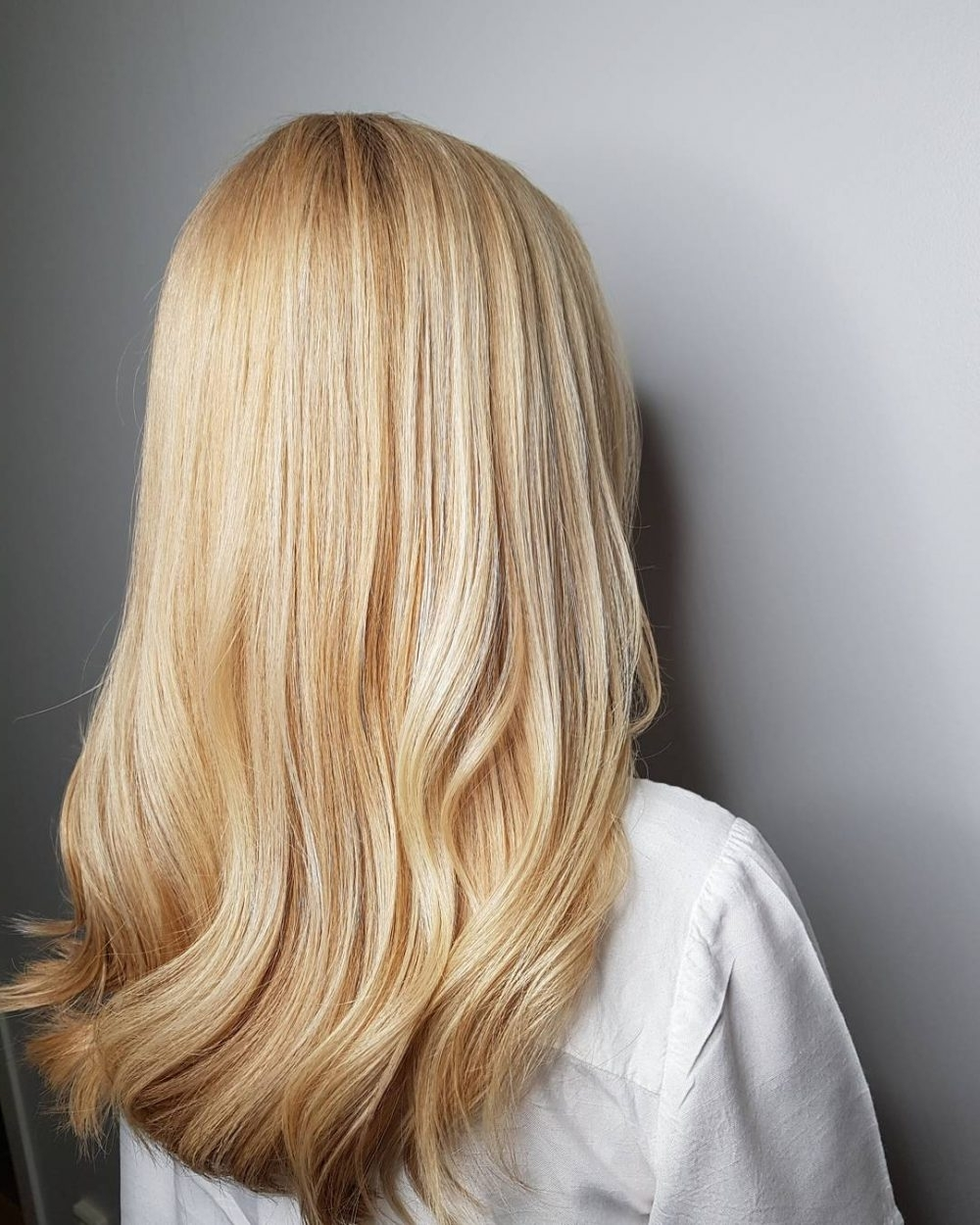 21 Hottest Honey Blonde Hair Color Ideas Of 2018 With Trendy Honey Hued Beach Waves Blonde Hairstyles (View 4 of 20)