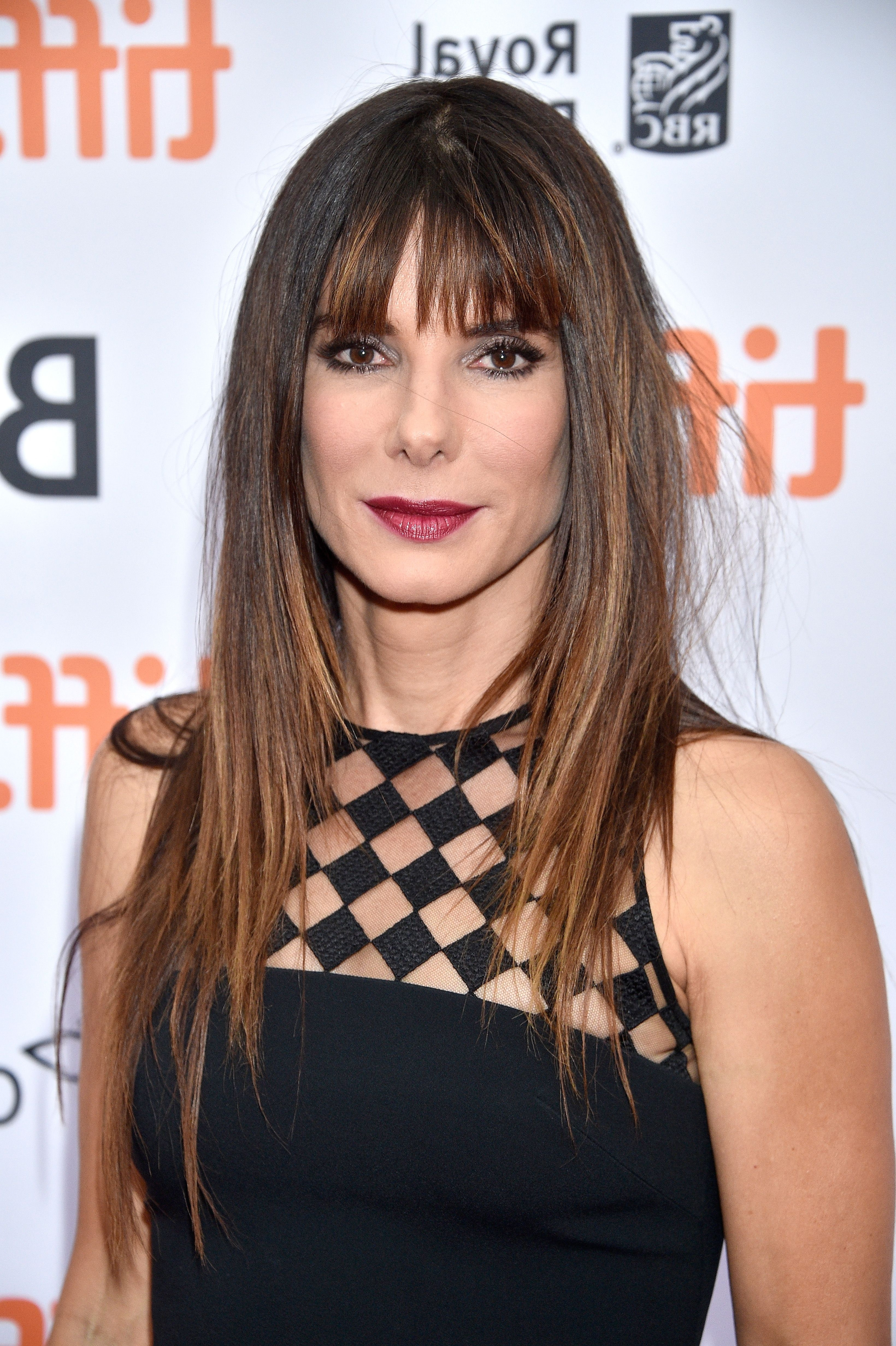 35 Best Hairstyles With Bangs – Photos Of Celebrity Haircuts With Bangs With Regard To Well Known Cropped Tousled Waves And Side Bangs Hairstyles (View 5 of 20)