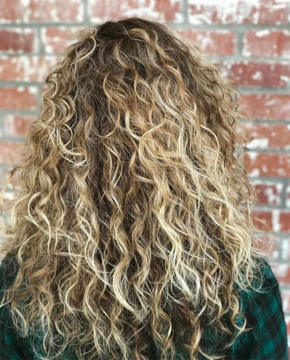 38 Top Blonde Highlights Of 2018 – Platinum, Ash, Dirty, Honey & Dark Regarding Widely Used Icy Highlights And Loose Curls Blonde Hairstyles (View 14 of 20)