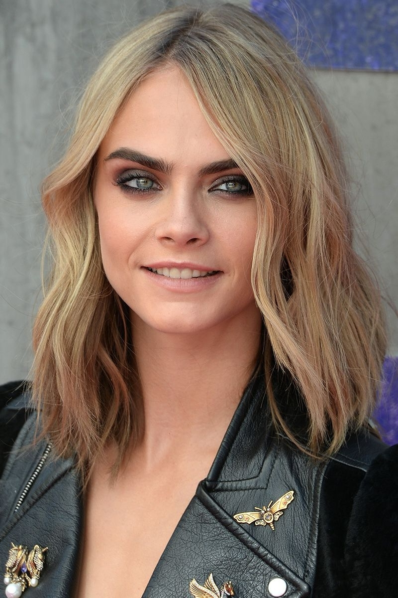 40 Best Medium Hairstyles – Celebrities With Shoulder Length Haircuts Intended For Most Up To Date Shoulder Grazing Strawberry Shag Blonde Hairstyles (View 2 of 20)