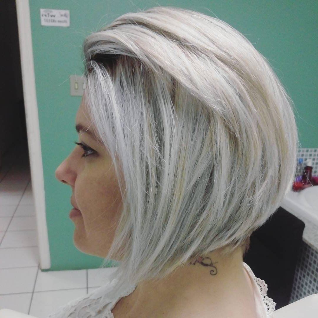 40 Super Cute Looks With Short Hairstyles For Round Faces – Page 20 With Well Liked Short Silver Blonde Bob Hairstyles (View 8 of 20)