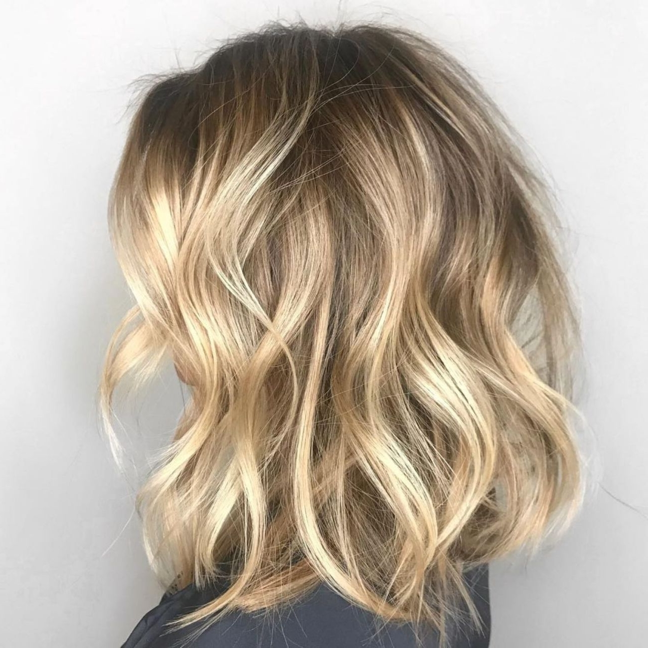 50 Gorgeous Wavy Bob Hairstyles With An Extra Touch Of Femininity In Trendy Wavy Caramel Blonde Lob Hairstyles (View 6 of 20)