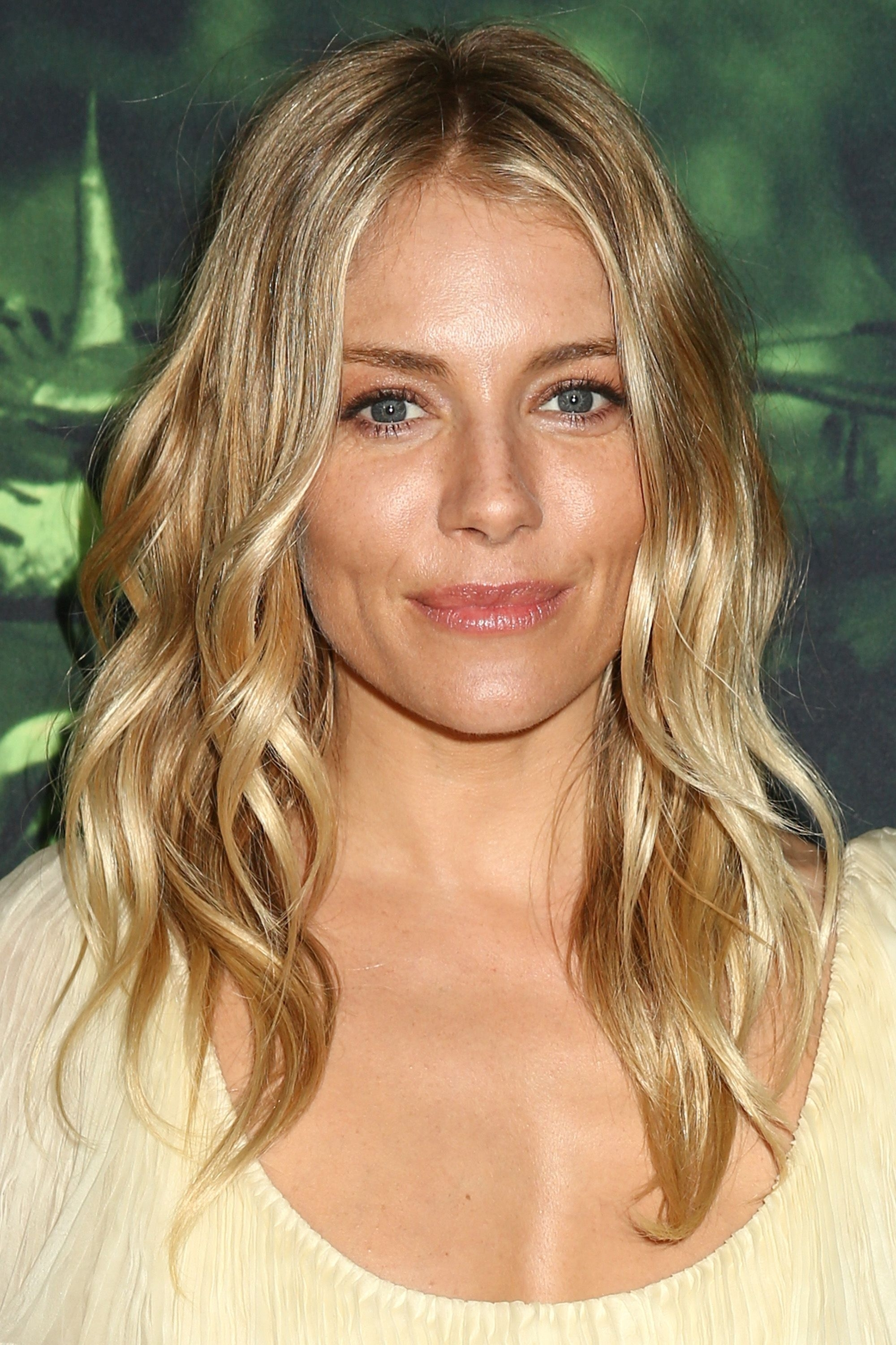 60 Best Medium Hairstyles And Shoulder Length Haircuts Of 2018 In 2018 Soft Layers And Side Tuck Blonde Hairstyles (View 8 of 20)