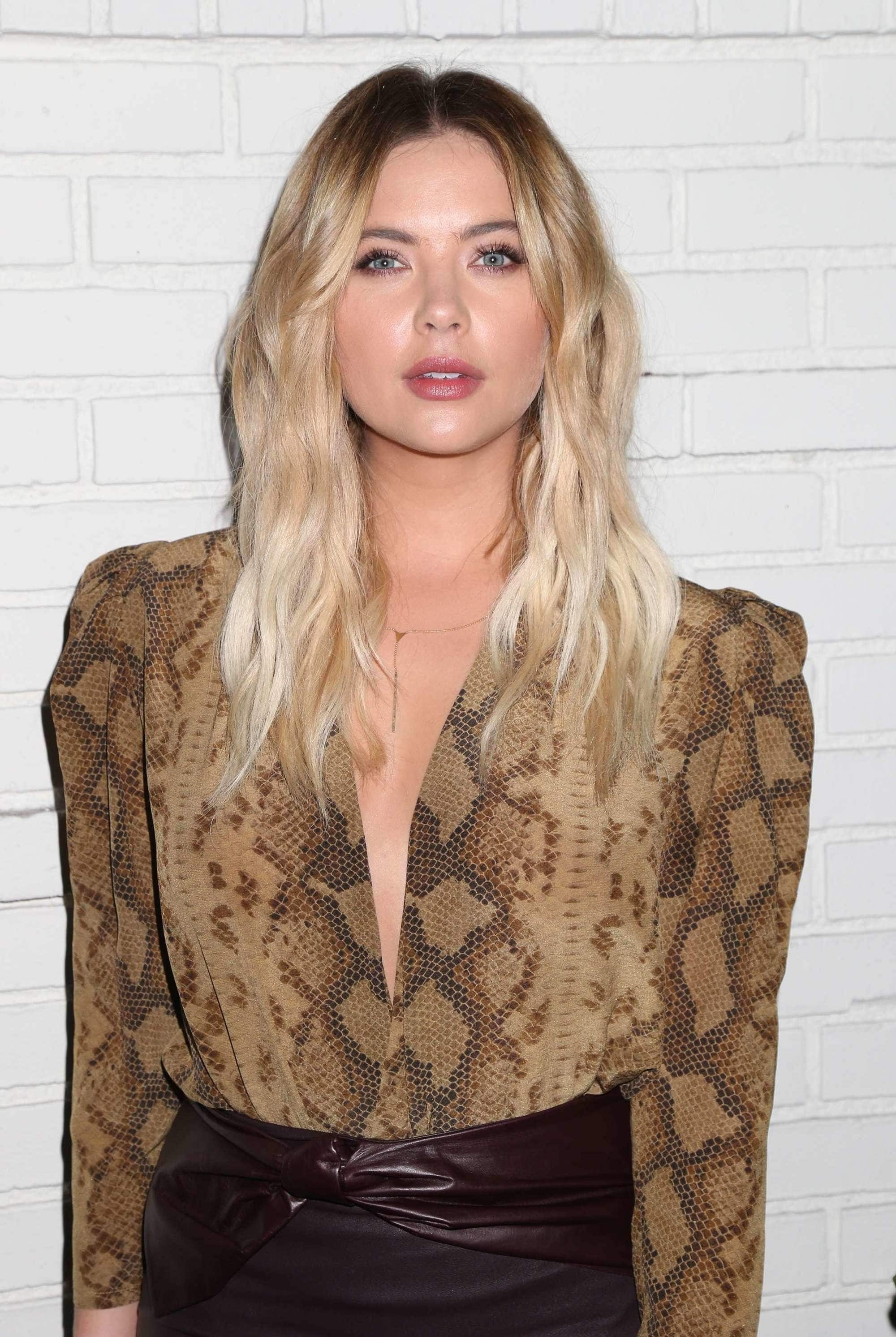 7 Sizzling Flat Iron Hairstyles For Every Day Of The Week In Most Current Voluminous And Carefree Loose Look Blonde Hairstyles (View 3 of 20)