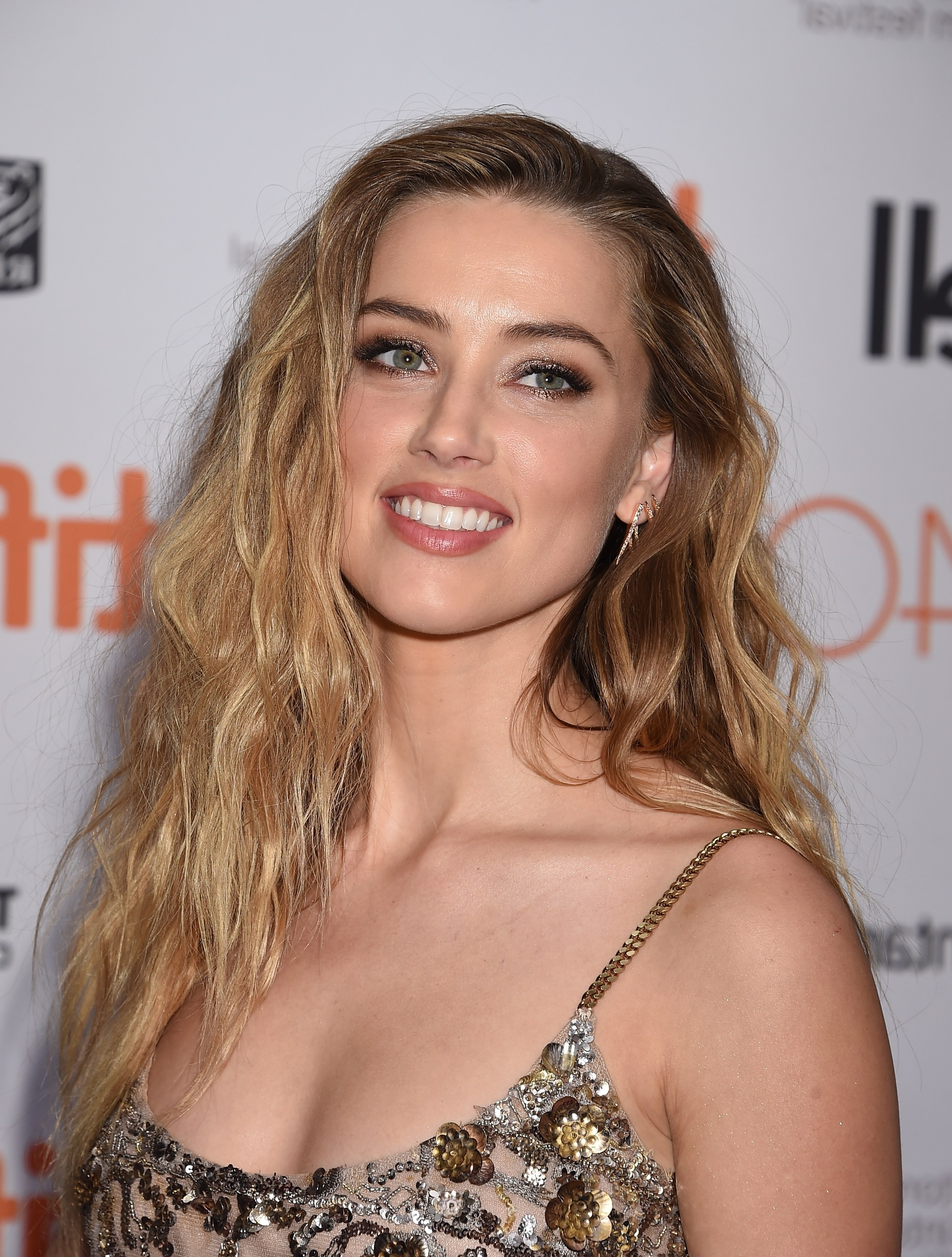 Amber Heard's Ever Changing Hairstyles, From Blonde To Brunette For Favorite Amber Waves Blonde Hairstyles (Gallery 18 of 20)
