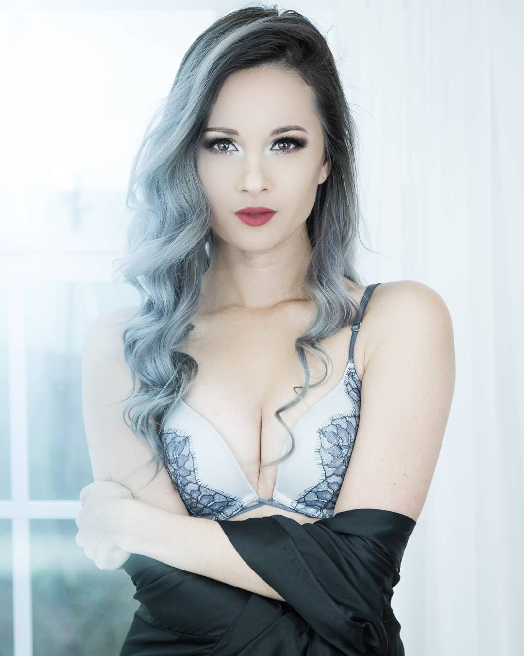 Awesome 45 Unbelievable Silver Ombre Hair, Grey Ombre Hair Throughout Trendy Silver Bettie Blonde Hairstyles (Gallery 9 of 20)