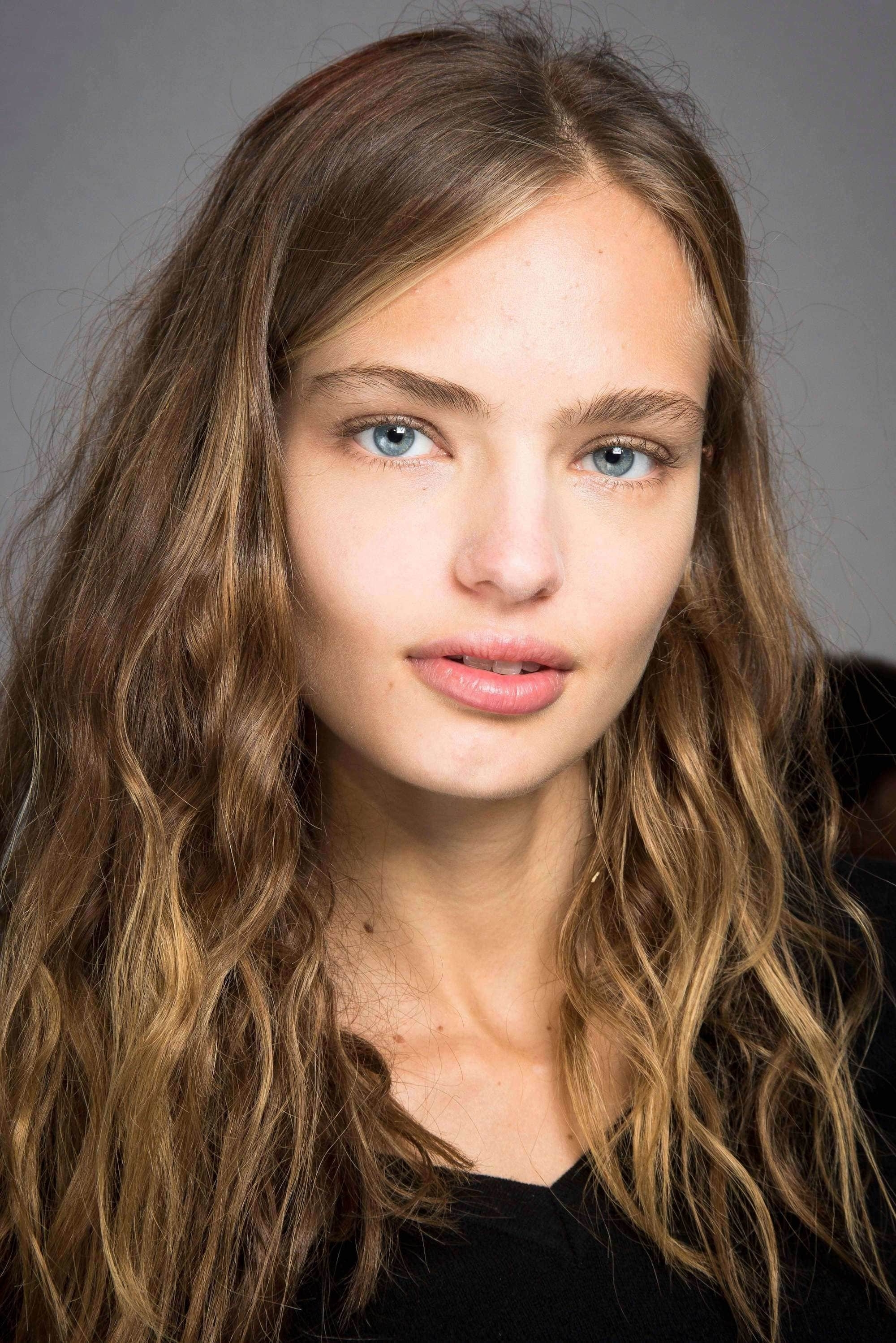 Balayage Curly Hair Trends And Color Trends For All Commitment Levels With Regard To 2018 Soft Flaxen Blonde Curls Hairstyles (View 4 of 20)