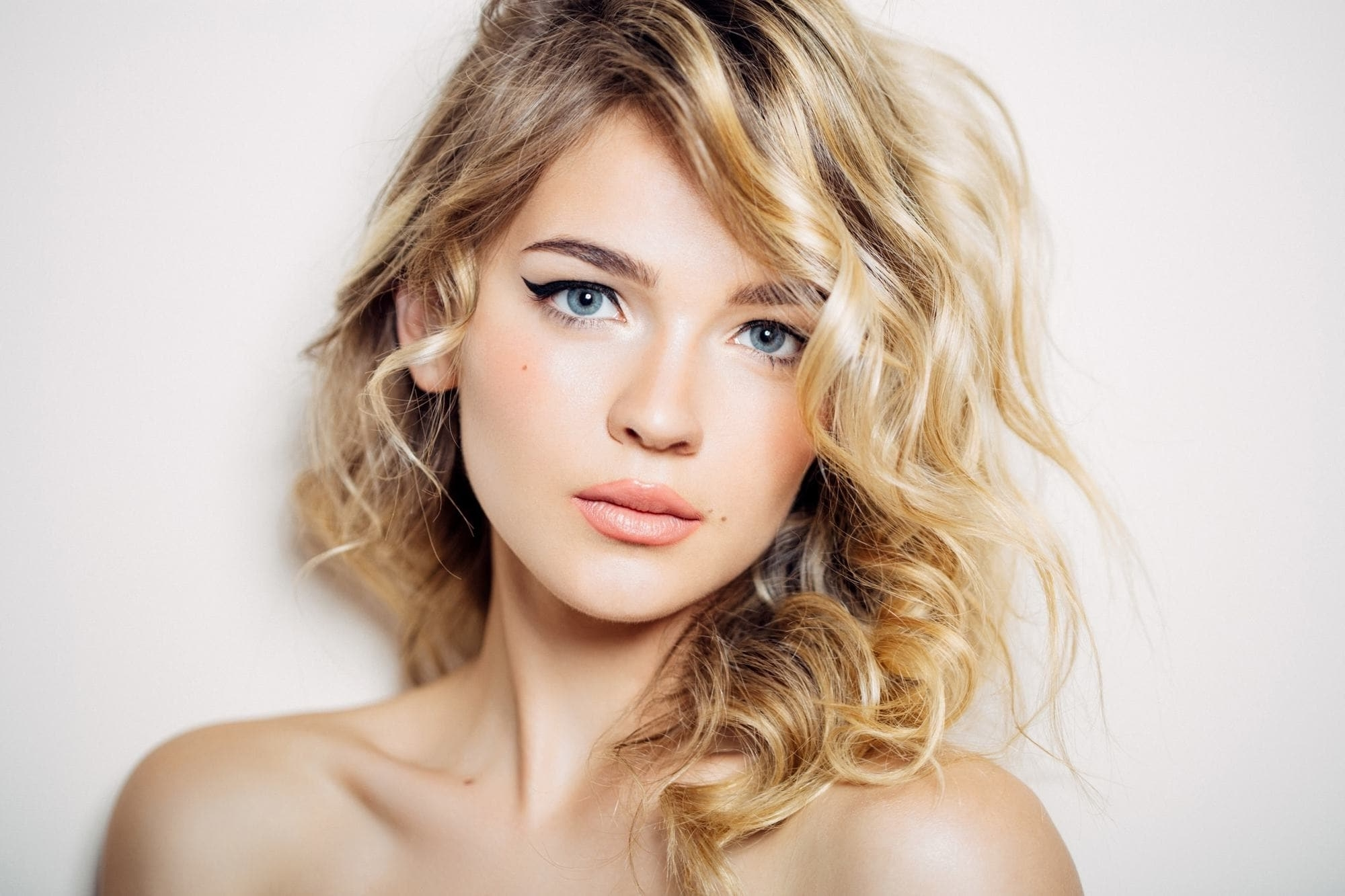 Blonde Curly Hair: 16 Bold And Beautiful Ways To Wear The Look In Trendy Warm Blonde Curls Blonde Hairstyles (View 6 of 20)