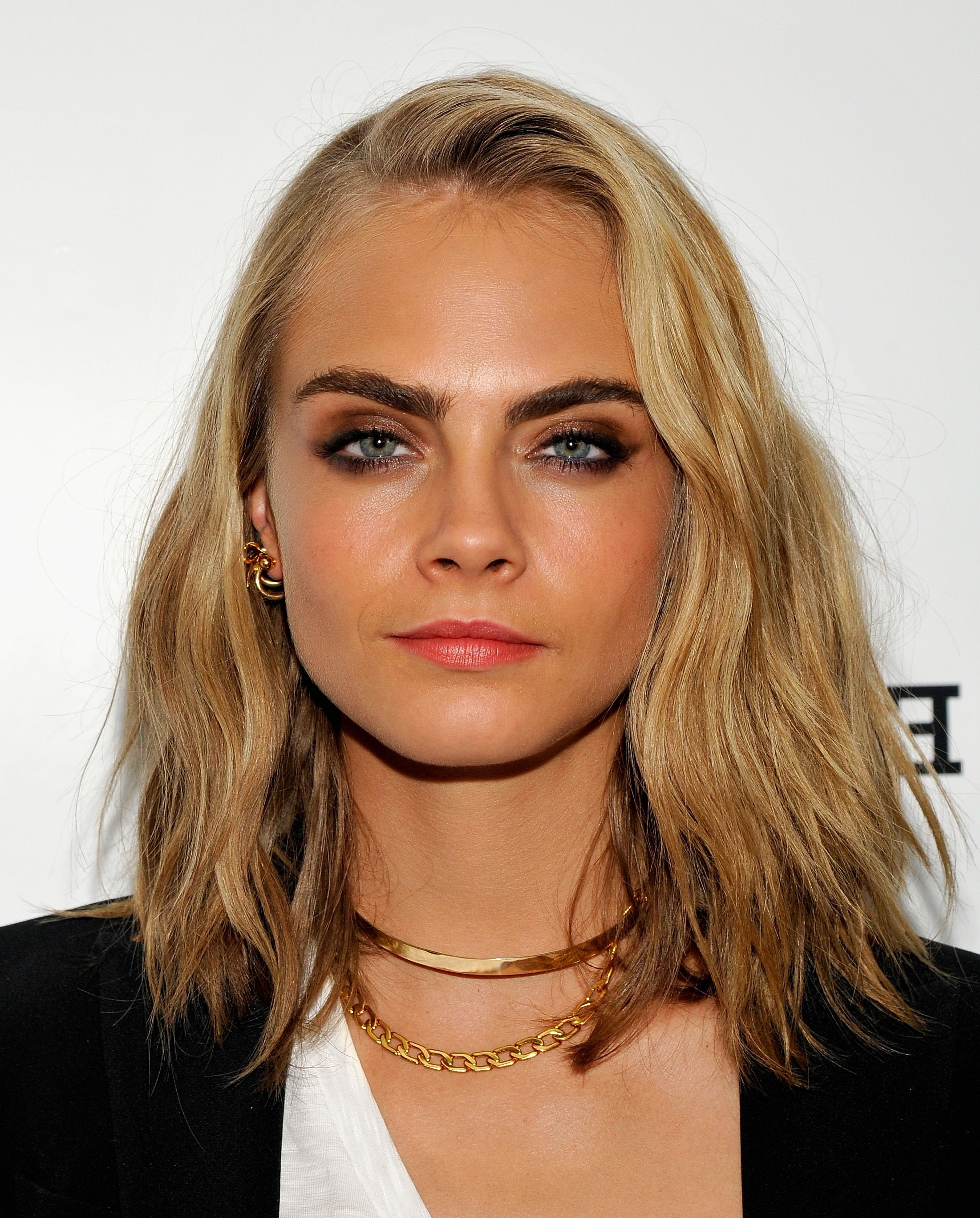 Cara Delevingne Hair – Every One Of Cara Delevingne's Hair Styles Throughout 2018 Poker Straight Cool Blonde Style (View 6 of 20)
