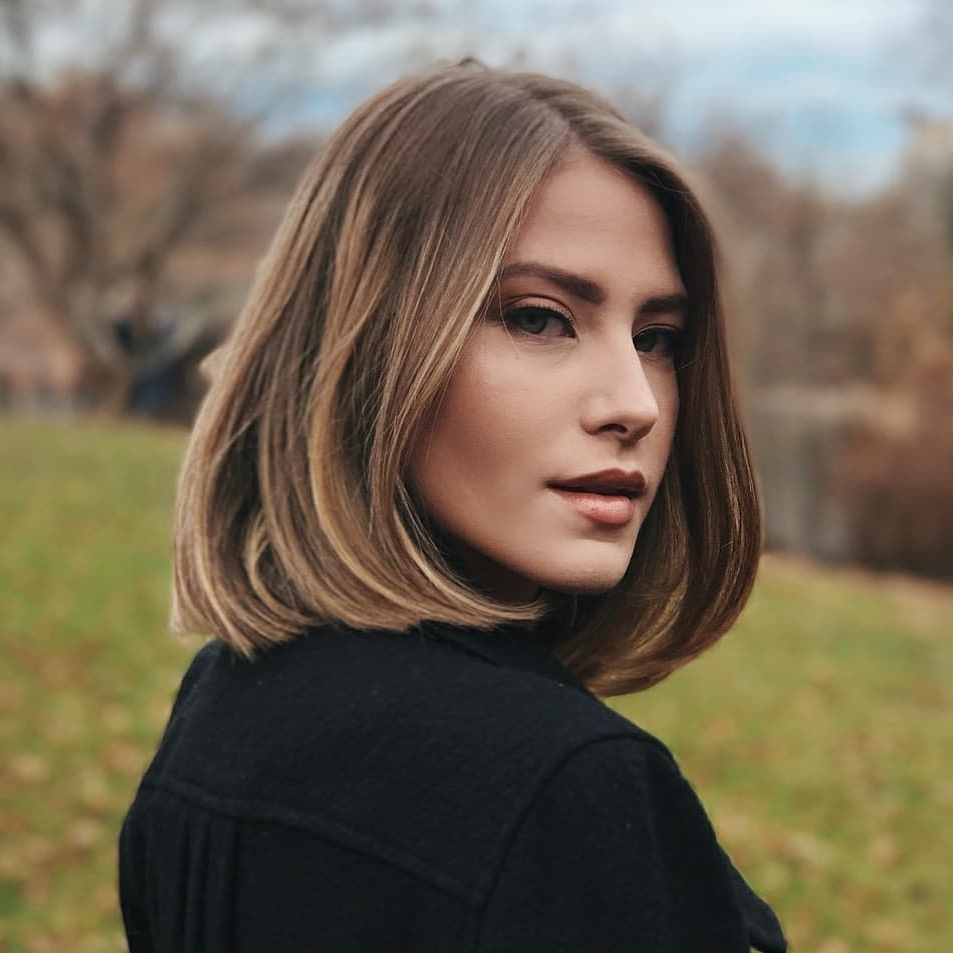 Classic Shoulder Length Haircut For Women, Best Medium Hairstyles Regarding Preferred Casual And Classic Blonde Hairstyles (View 11 of 20)
