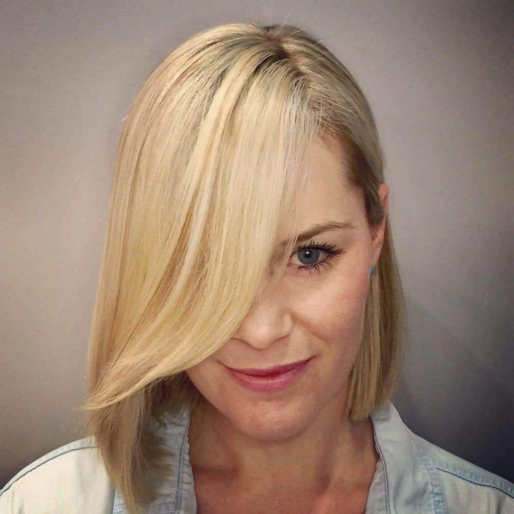 Current Side Swept Warm Blonde Hairstyles Throughout 30 Blonde Medium Hairstyles Ideas For Women (View 7 of 20)