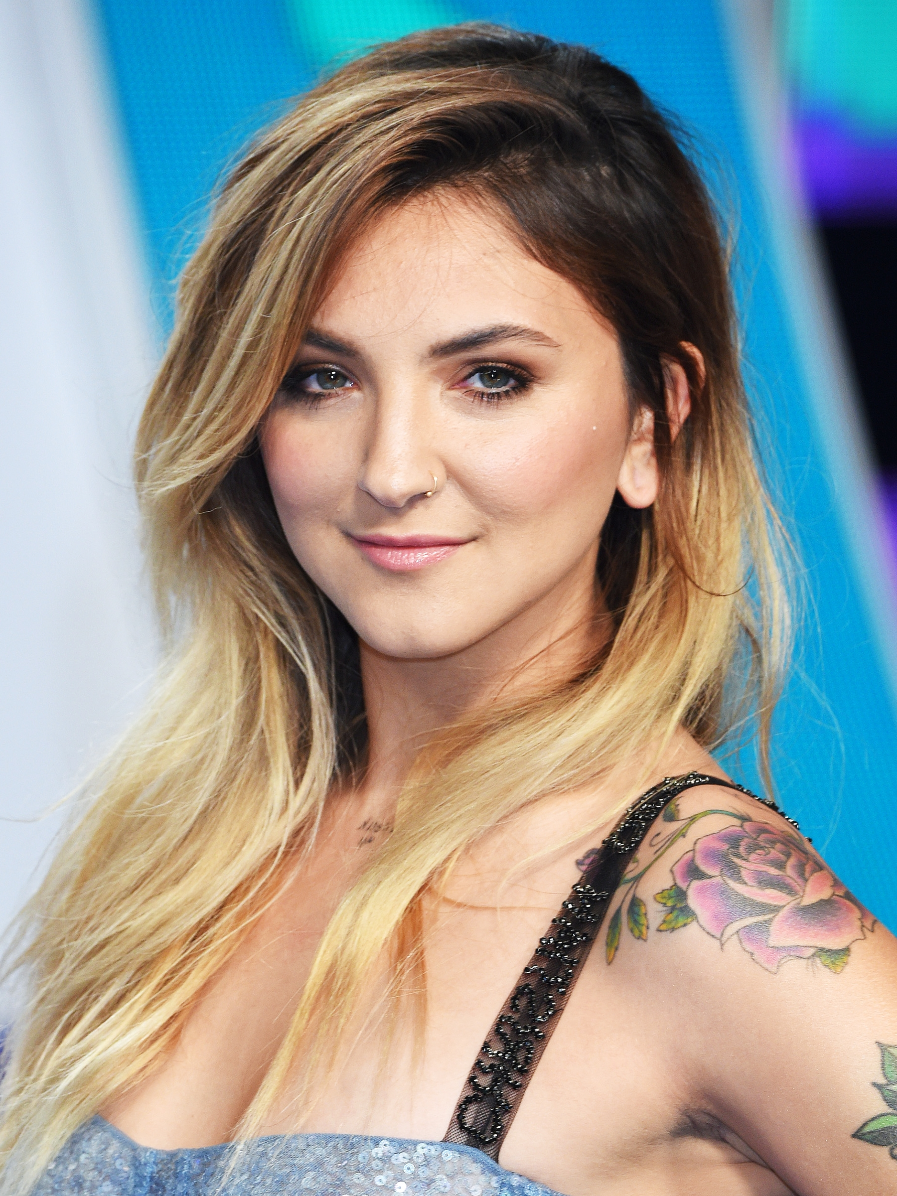 Current Sleek Blonde Hairstyles With Grown Out Roots For Blonde Hair Dark Roots Celebrity Hair Trend Photos (View 15 of 20)