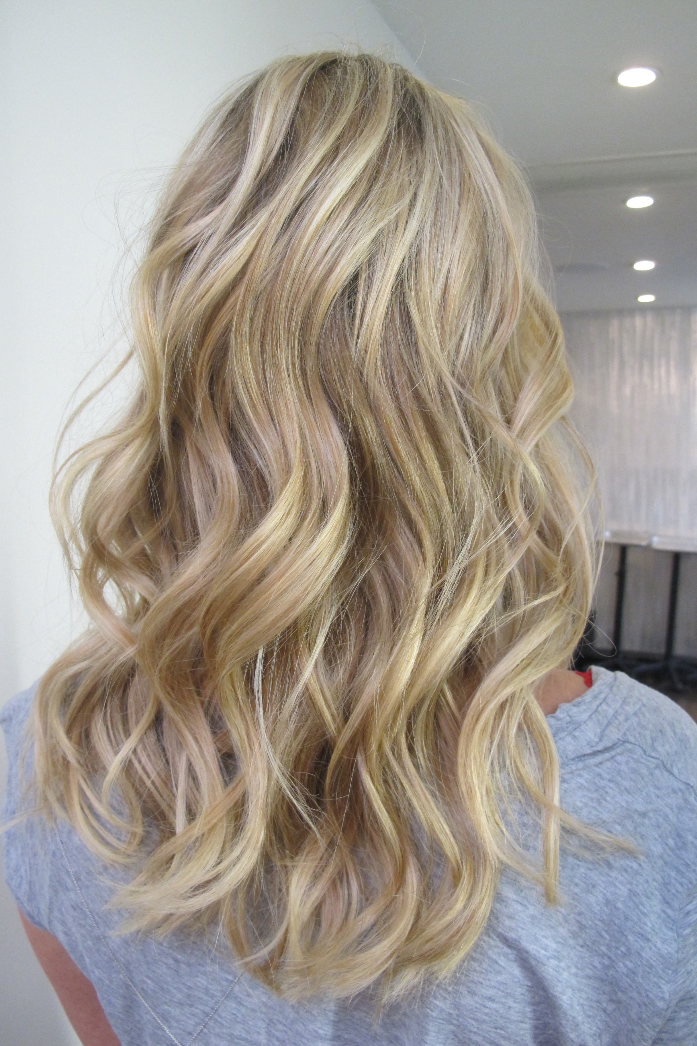 Design Trends Within Most Popular Buttery Highlights Blonde Hairstyles (View 7 of 20)