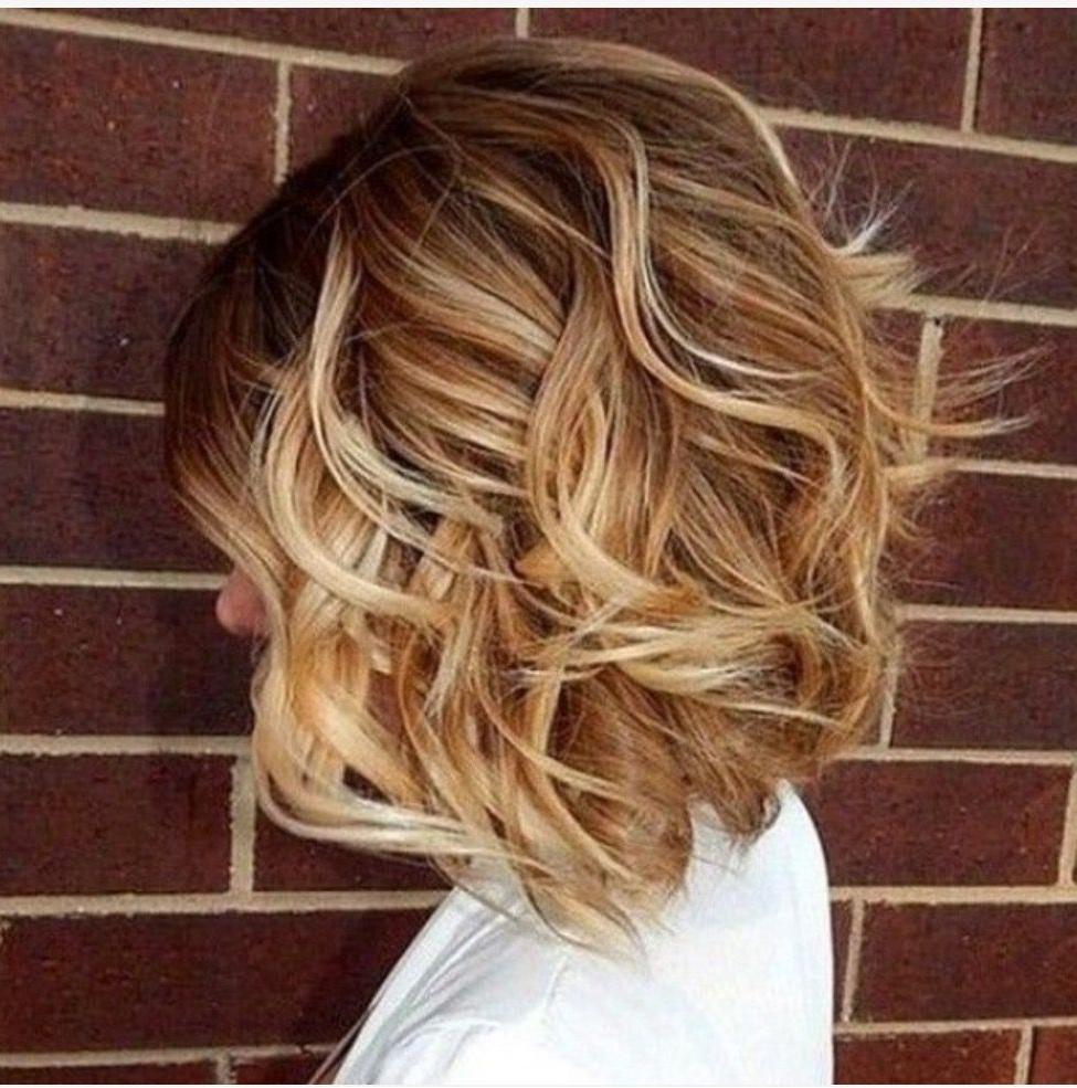 Fashionable Honey Hued Beach Waves Blonde Hairstyles With Shoulder Length Shattered Bob In Beach Waves (View 8 of 20)