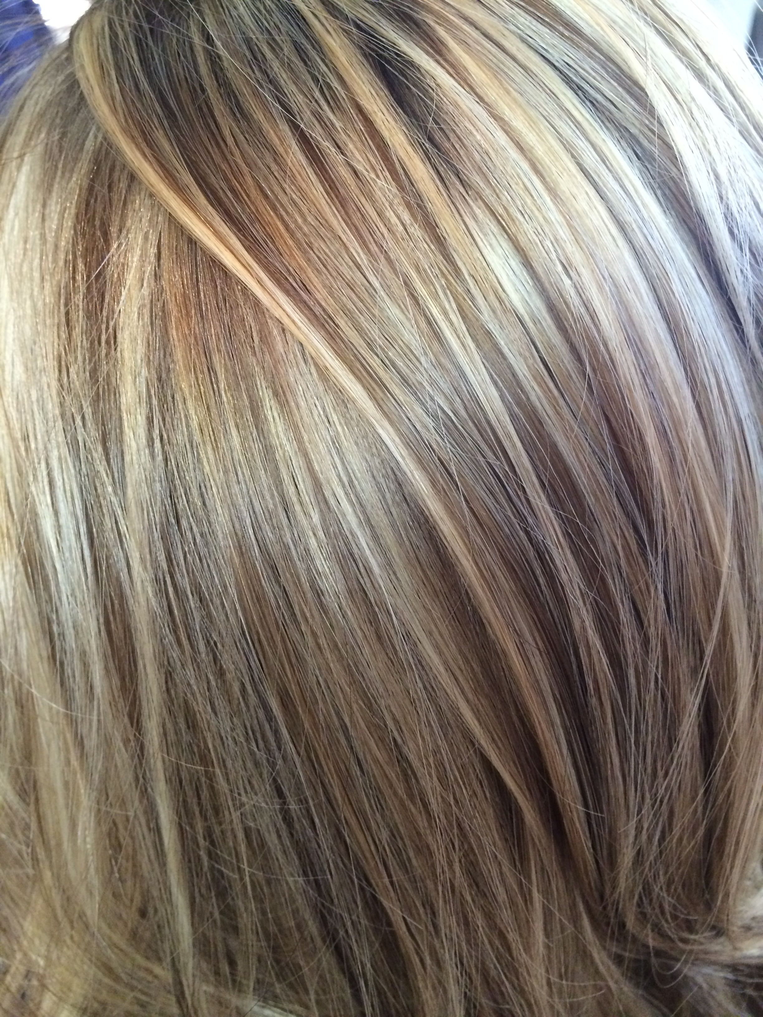 Fashionable Multi Tonal Mid Length Blonde Hairstyles With Close Up Multi Tonal Blonde (View 13 of 20)