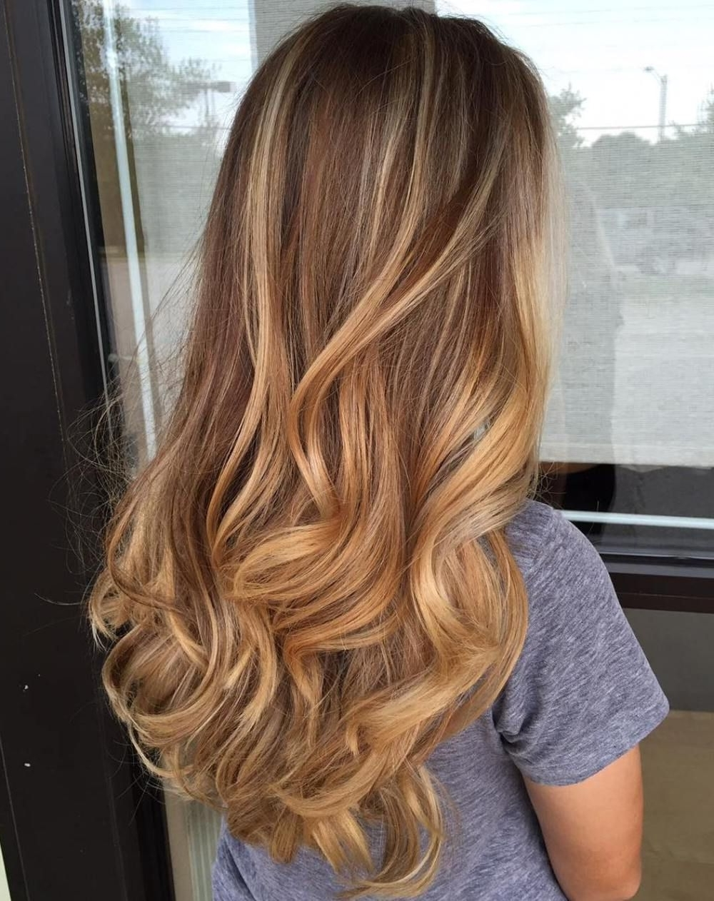 Favorite Caramel Blonde Hairstyles In 20 Sweet Caramel Balayage Hairstyles For Brunettes And Beyond (View 6 of 20)