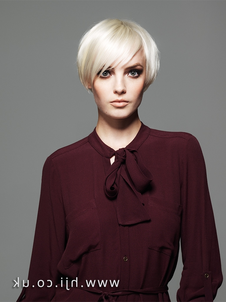 Featured Photo of Cropped Platinum Blonde Bob Hairstyles
