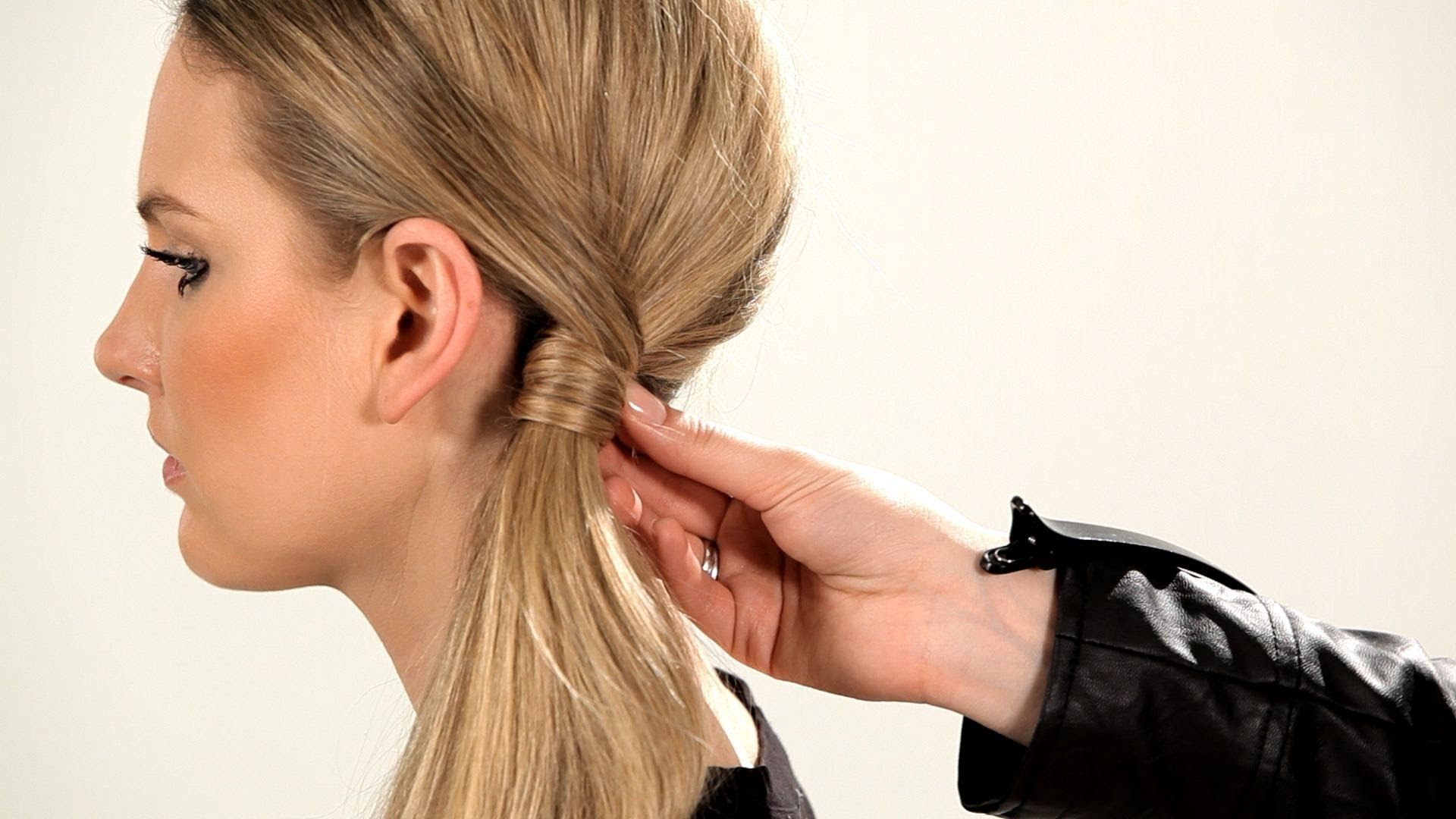 How To Do A Retro Side Ponytail (View 9 of 20)