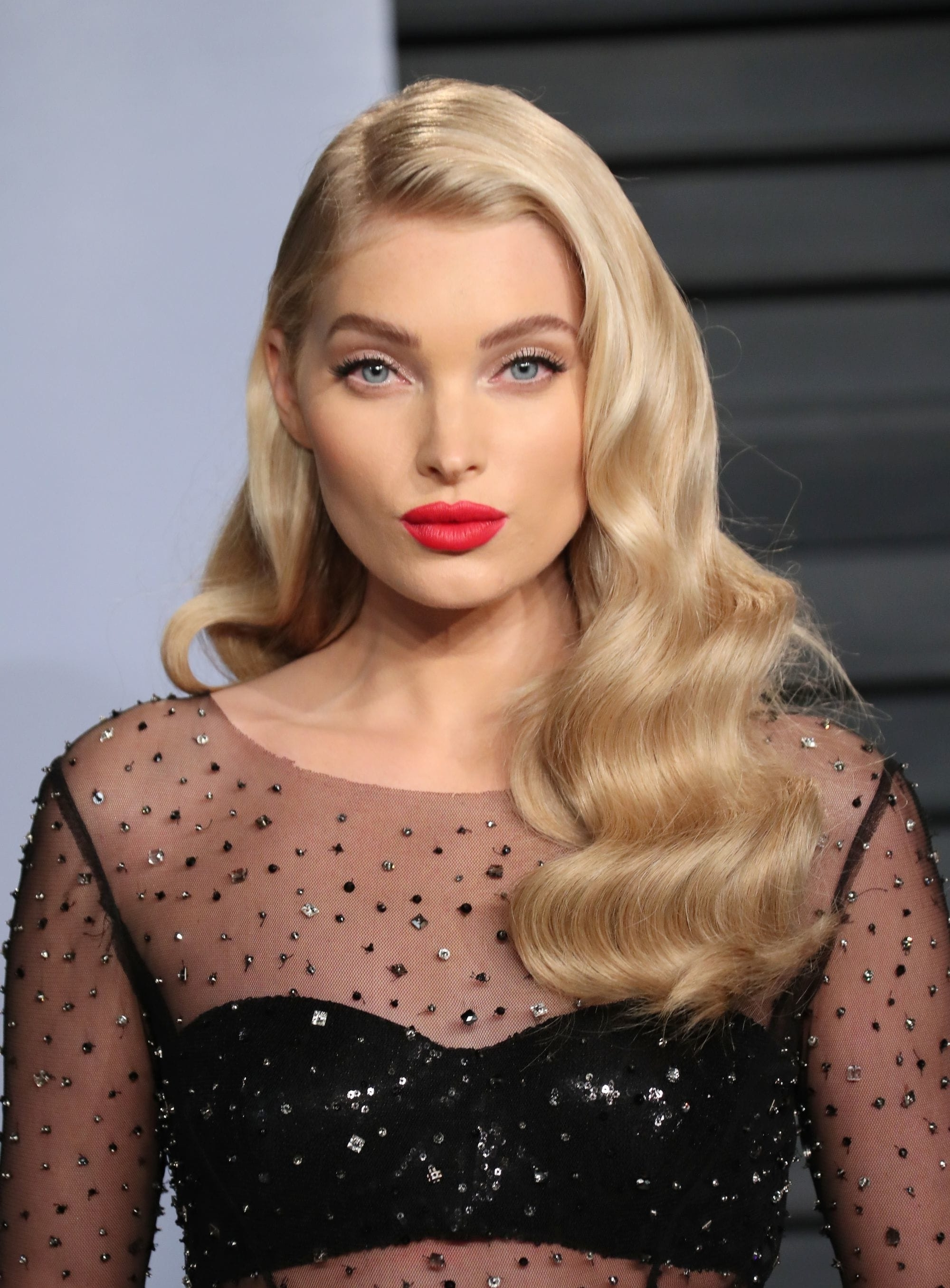 Latest Bubbly Blonde Pony Hairstyles Throughout Champagne Blonde: Hair Inspiration Gallery For This Bubbly, New Trend (View 7 of 20)
