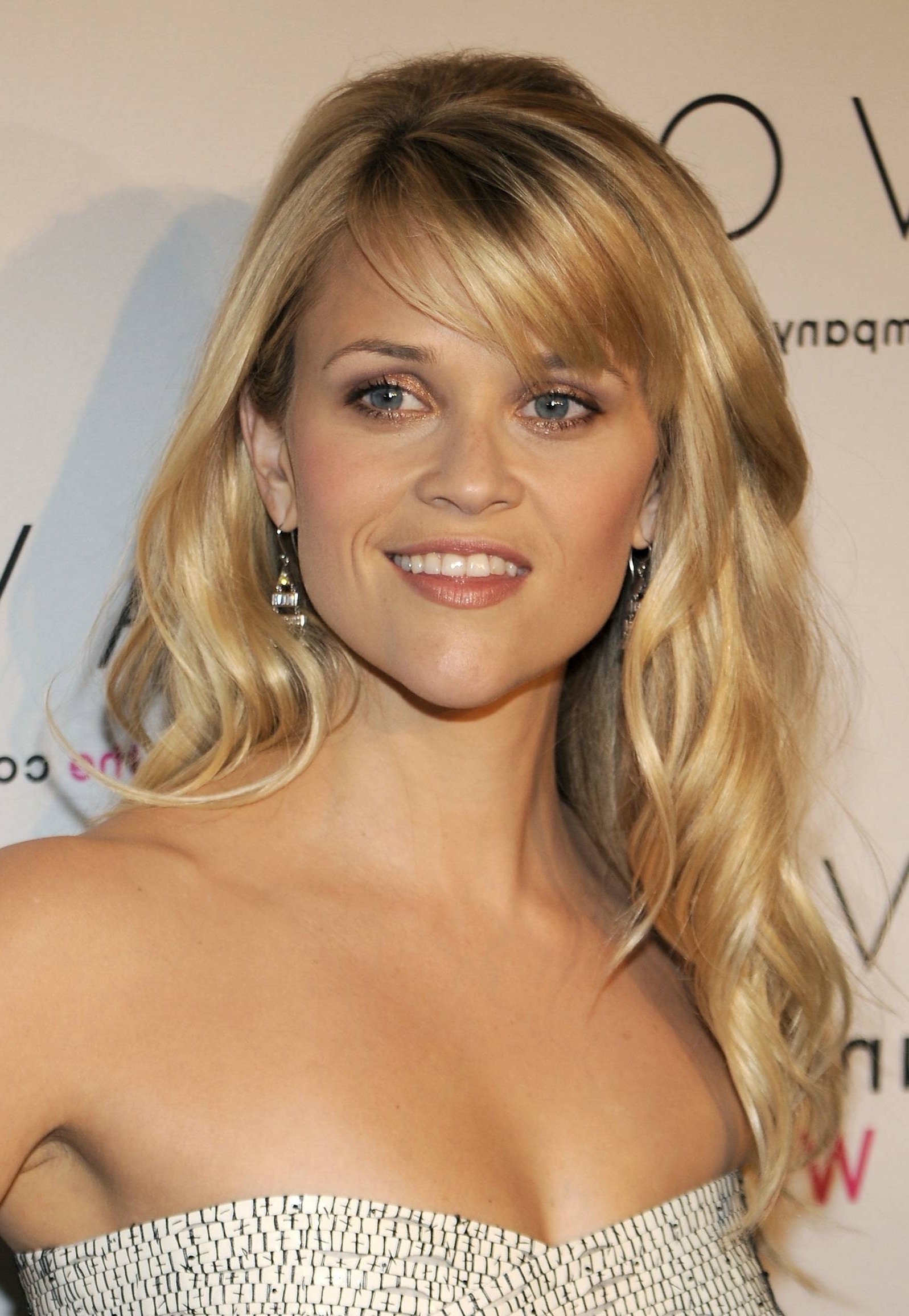 Medium Blonde Hair With Side Fringe – Best Image Of Blonde Hair 2018 With Regard To Widely Used Side Swept Warm Blonde Hairstyles (View 13 of 20)