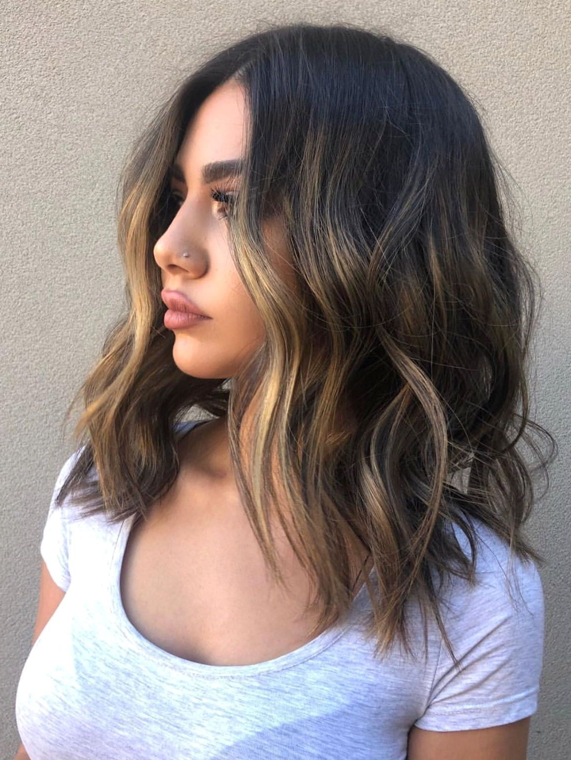 Medium Length Hair With Waves And Texture #hairstyles (View 10 of 20)