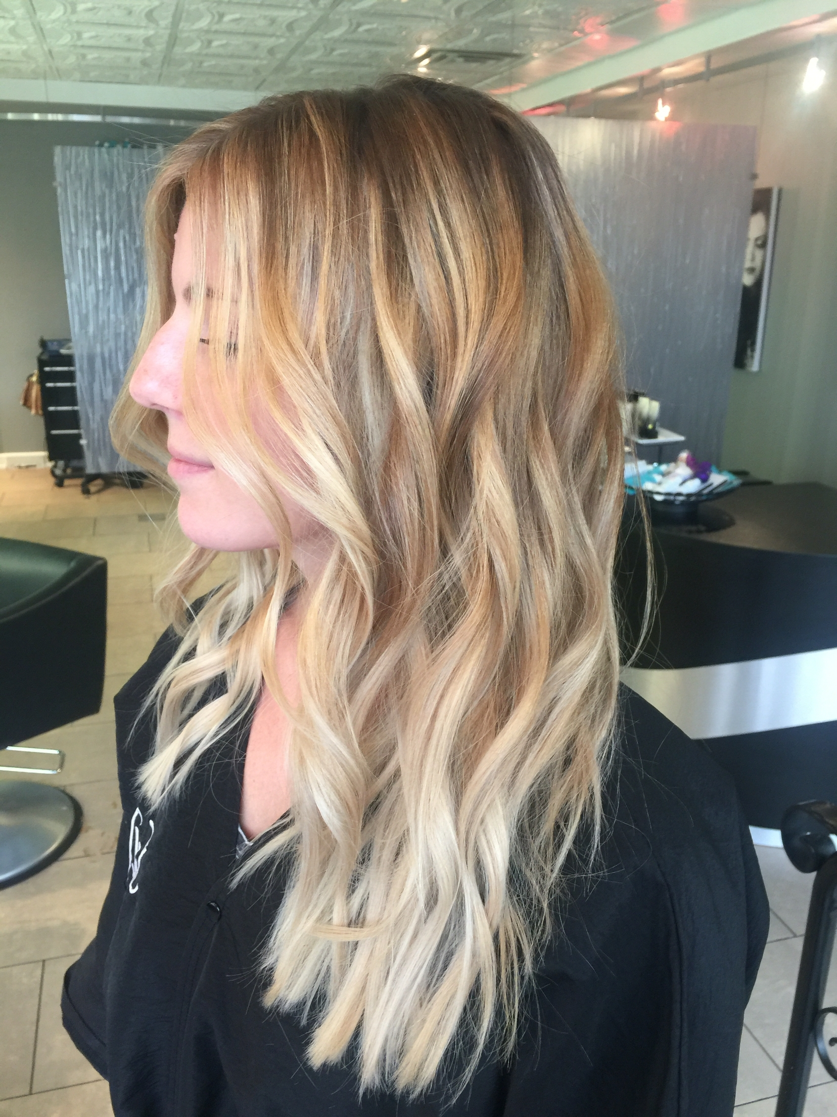 Most Popular Loose Curls Blonde With Streaks Within 50 + Hair Colors And Highlights Inspiration For Women (View 15 of 20)