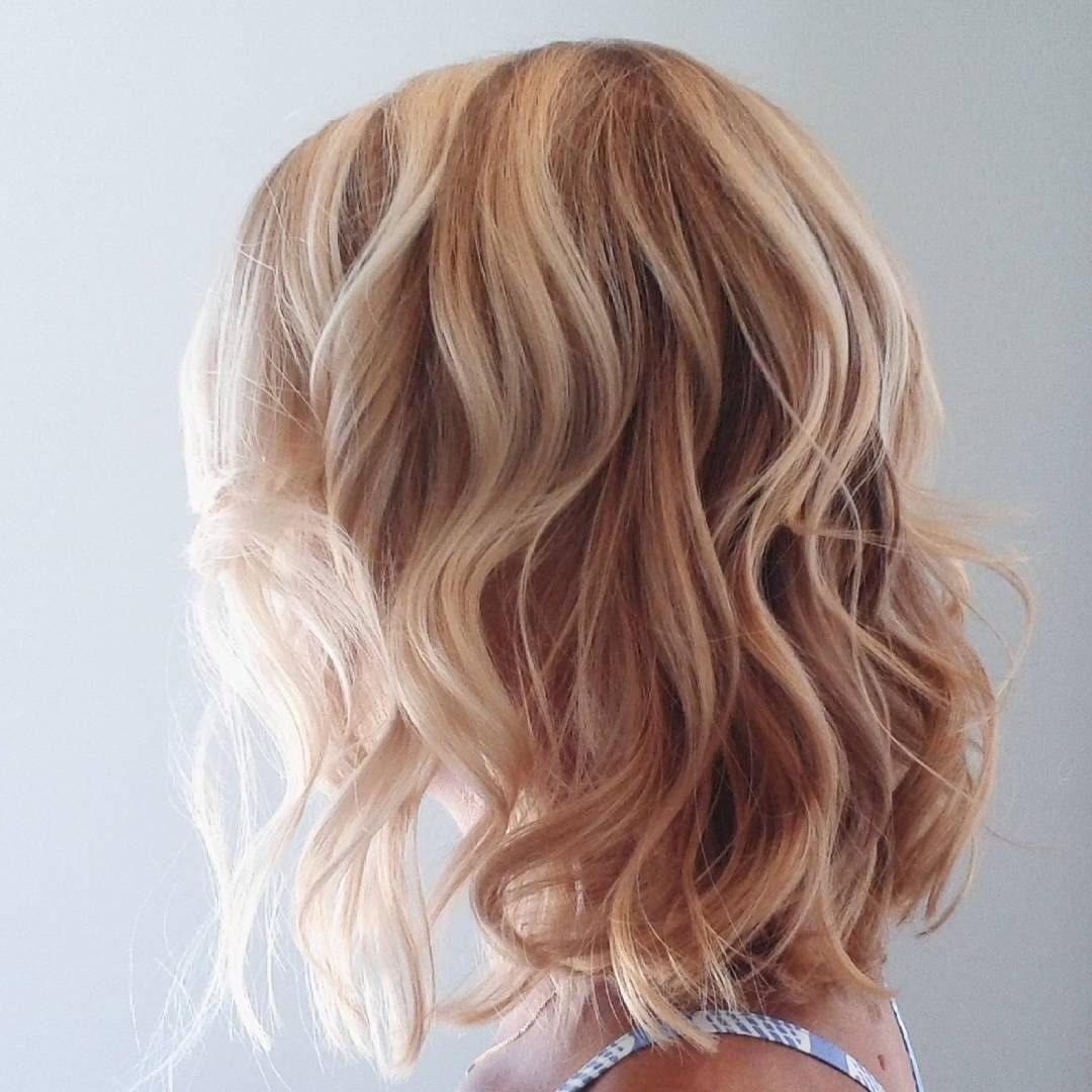 Featured Photo of Beachy Waves Hairstyles With Blonde Highlights