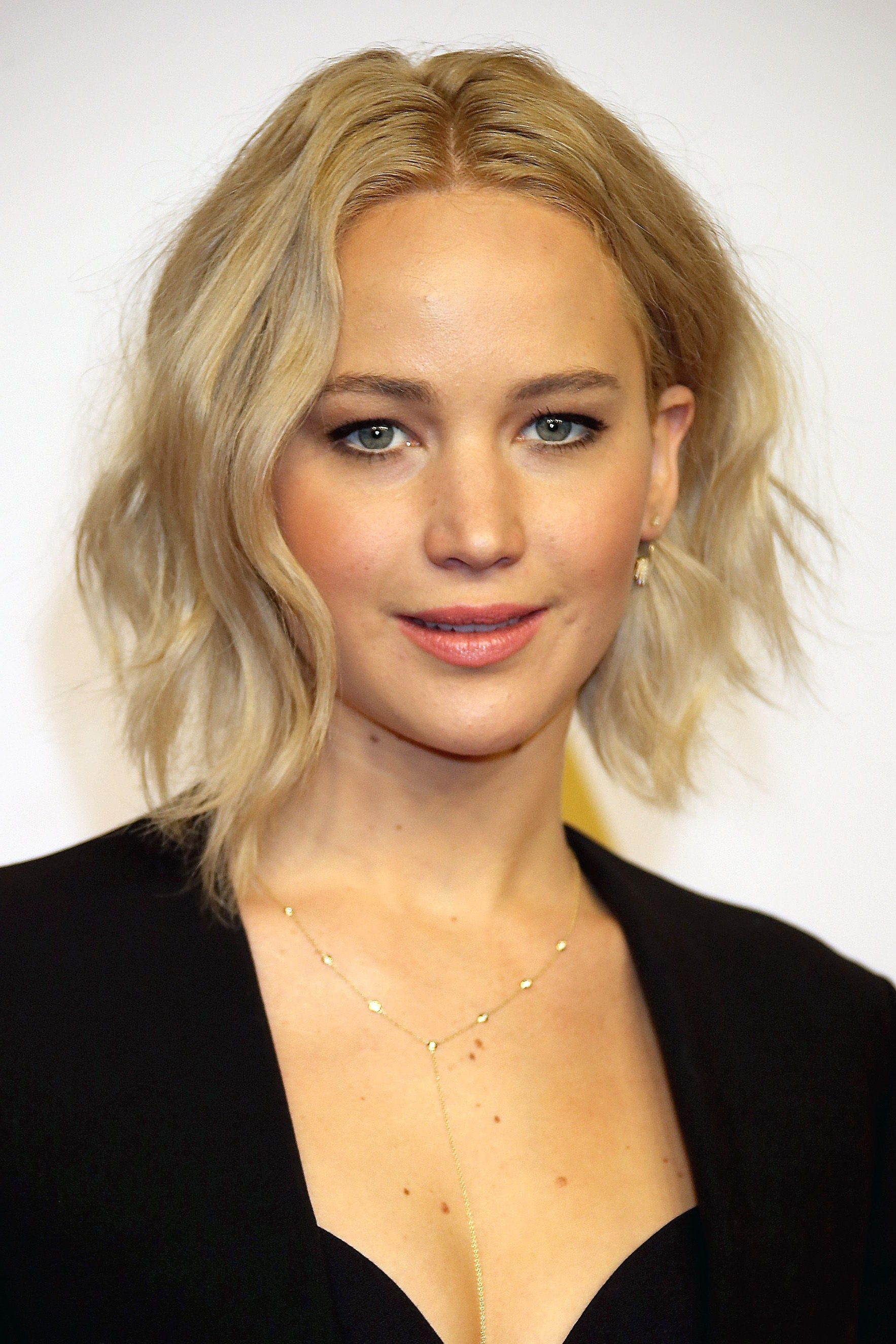 Most Recently Released Blonde Lob Hairstyles With Middle Parting With Regard To 55+ Cute Bob Haircuts And Hairstyles Inspiredcelebrities  (View 16 of 20)