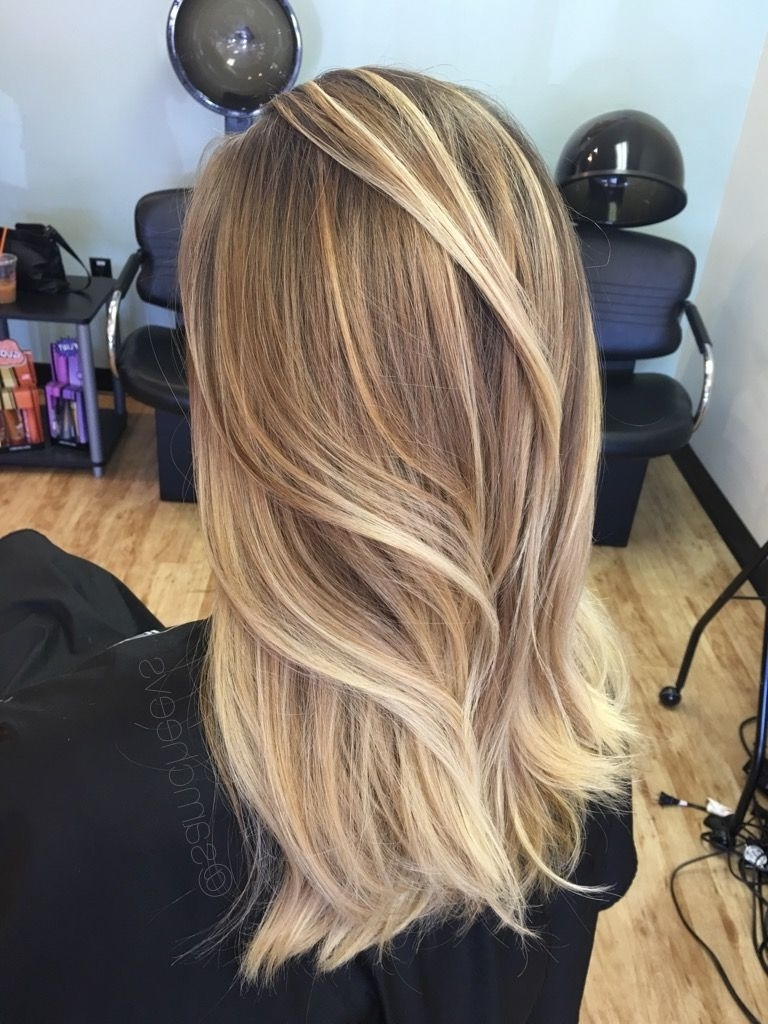 Most Recently Released Messy Blonde Lob With Lowlights Pertaining To 51 Blonde And Brown Hair Color Ideas For Summer 2018 In  (View 14 of 20)