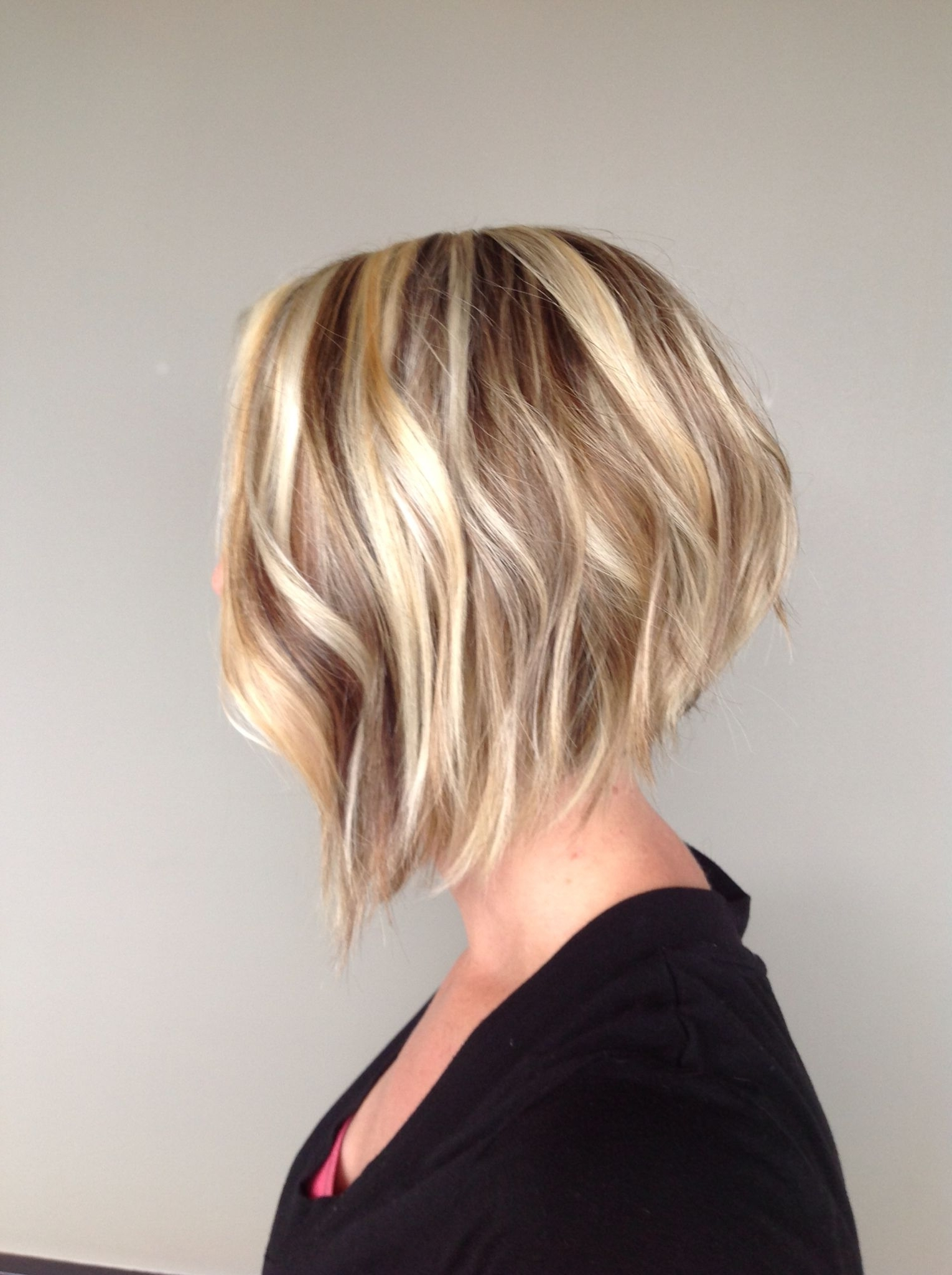 Most Up To Date Angled Wavy Lob Blonde Hairstyles Throughout Angled Bob (View 13 of 20)