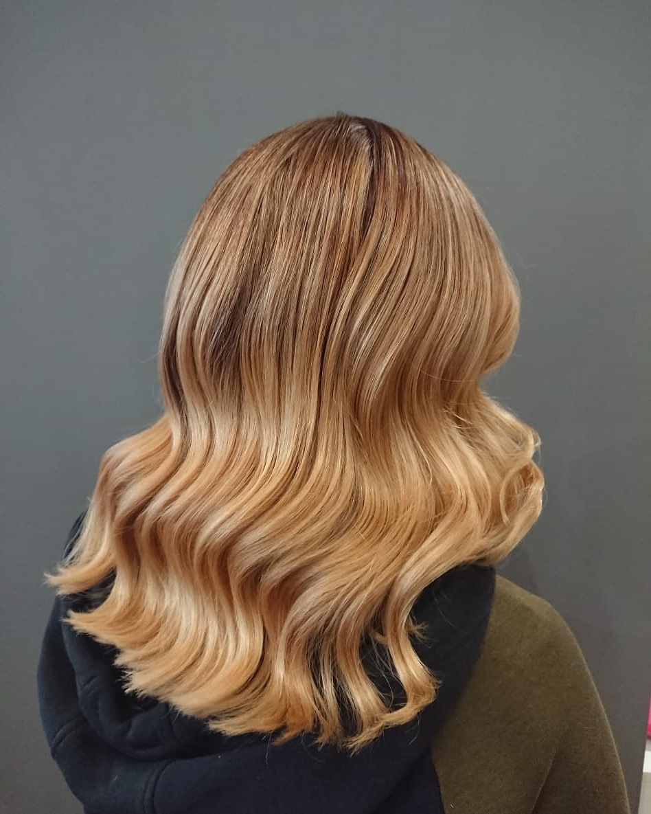 Newest Casual Bright Waves Blonde Hairstyles With Bangs With Regard To 37 Chic Medium Length Wavy Hairstyles In (View 12 of 20)