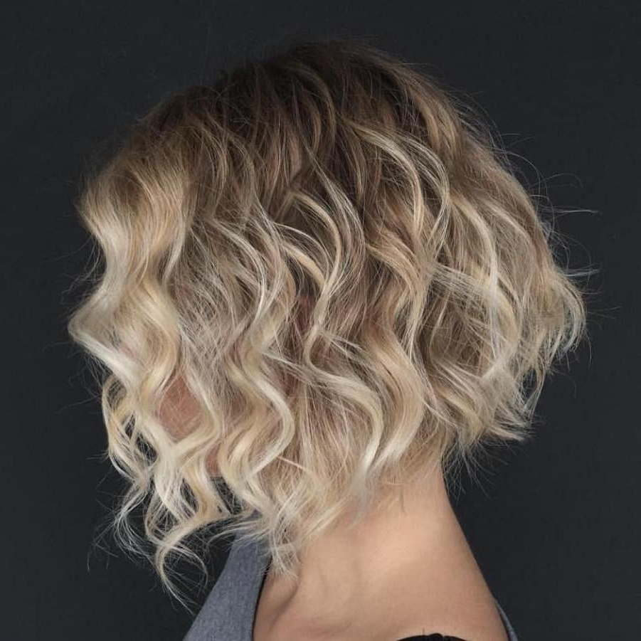 Featured Photo of Wavy Blonde Bob Hairstyles