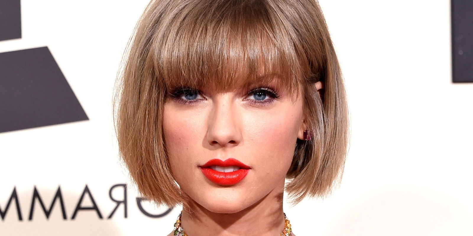 Popular Cropped Tousled Waves And Side Bangs Hairstyles Inside 30 Bangs Hairstyles For Short Hair (View 6 of 20)