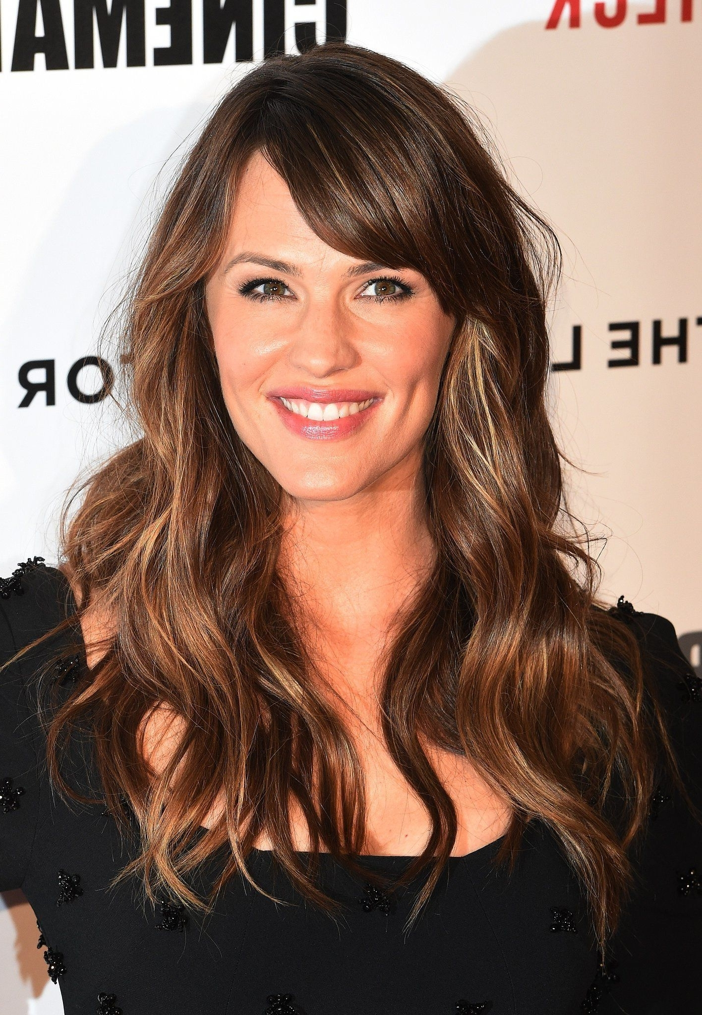 Popular Cropped Tousled Waves And Side Bangs Hairstyles Inside Jennifer Garner (View 18 of 20)