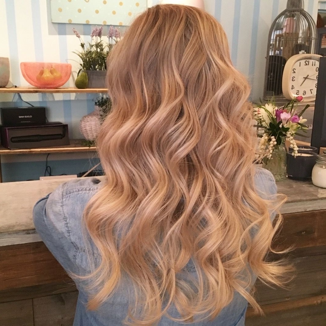 Preferred Creamy Blonde Waves With Bangs With Regard To Blonde Blondes Bright Blondes Creamy Blondes Waves Style Ashy (View 18 of 20)