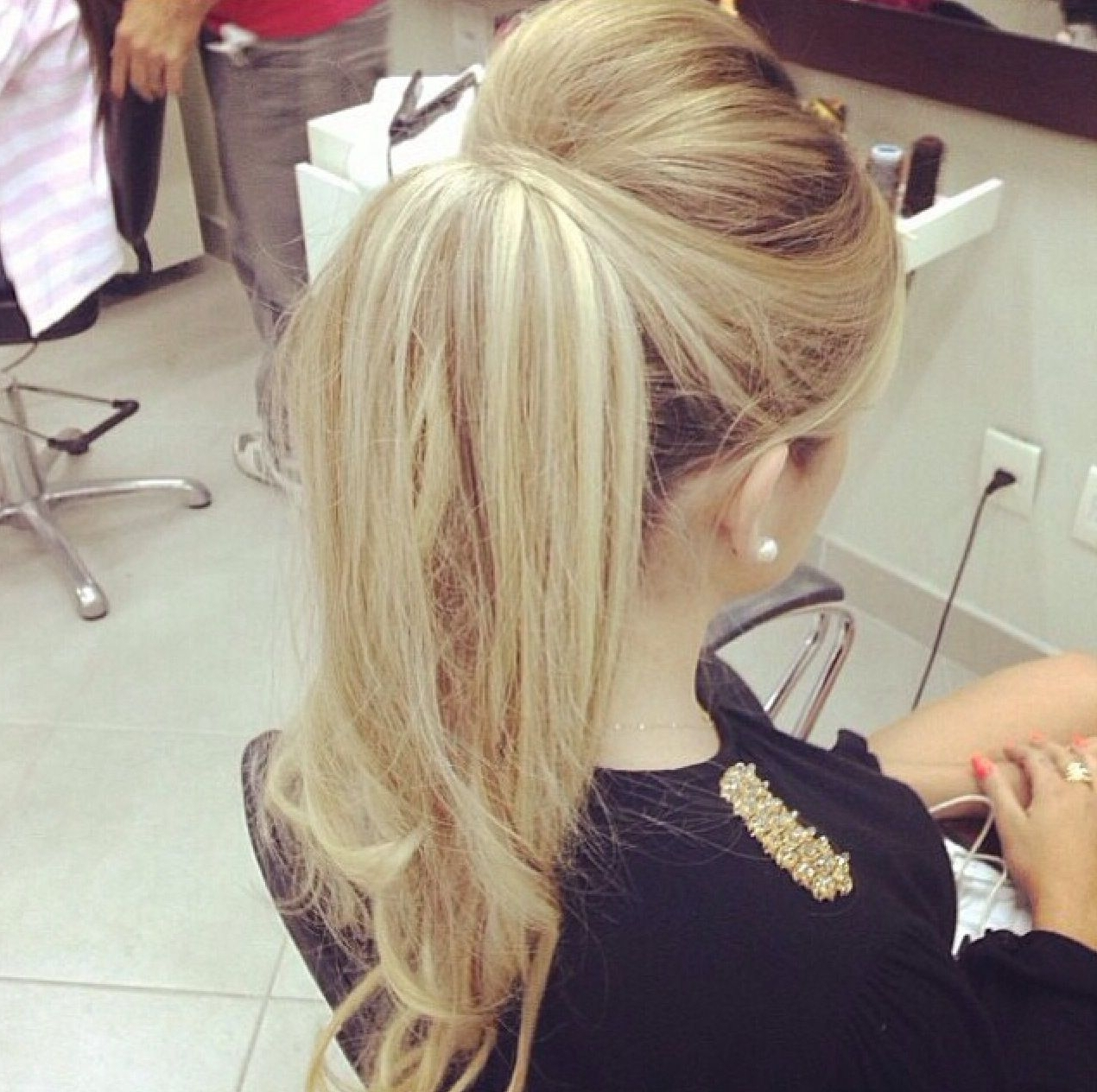 Preferred Long Blond Ponytail Hairstyles With Bump And Sparkling Clip Inside Classy Ponytail (View 15 of 20)
