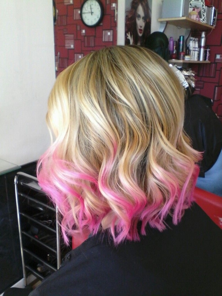 Super Fun Blonde Balayage With Pink Tips On Short Shoulder Length Regarding Popular Soft Waves Blonde Hairstyles With Platinum Tips (View 13 of 20)