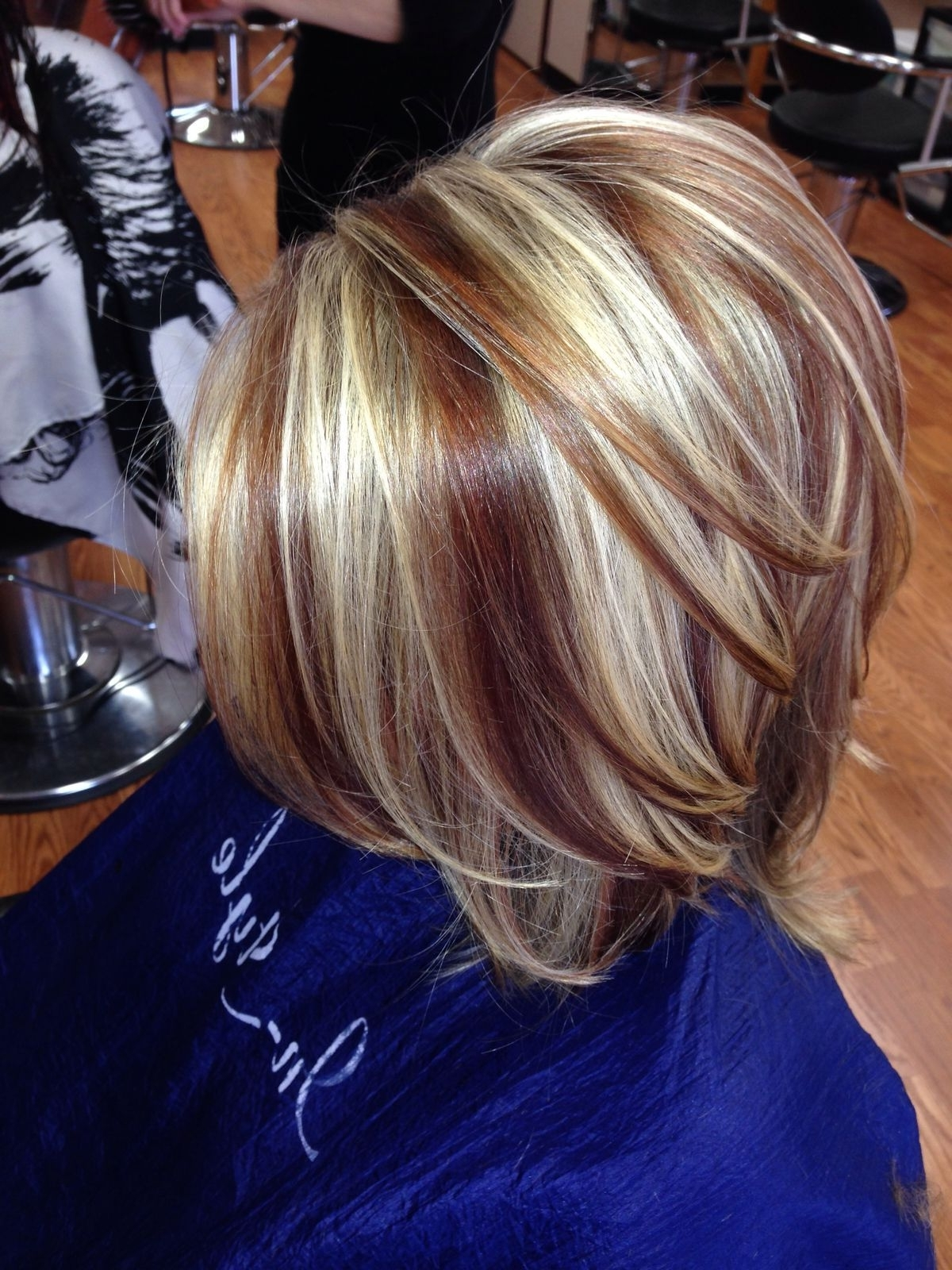 Two Toned Short Haircuts Featuring Blonde And Brown Hair Colors Intended For 2018 Two Tone Pixie Hairstyles (View 18 of 20)