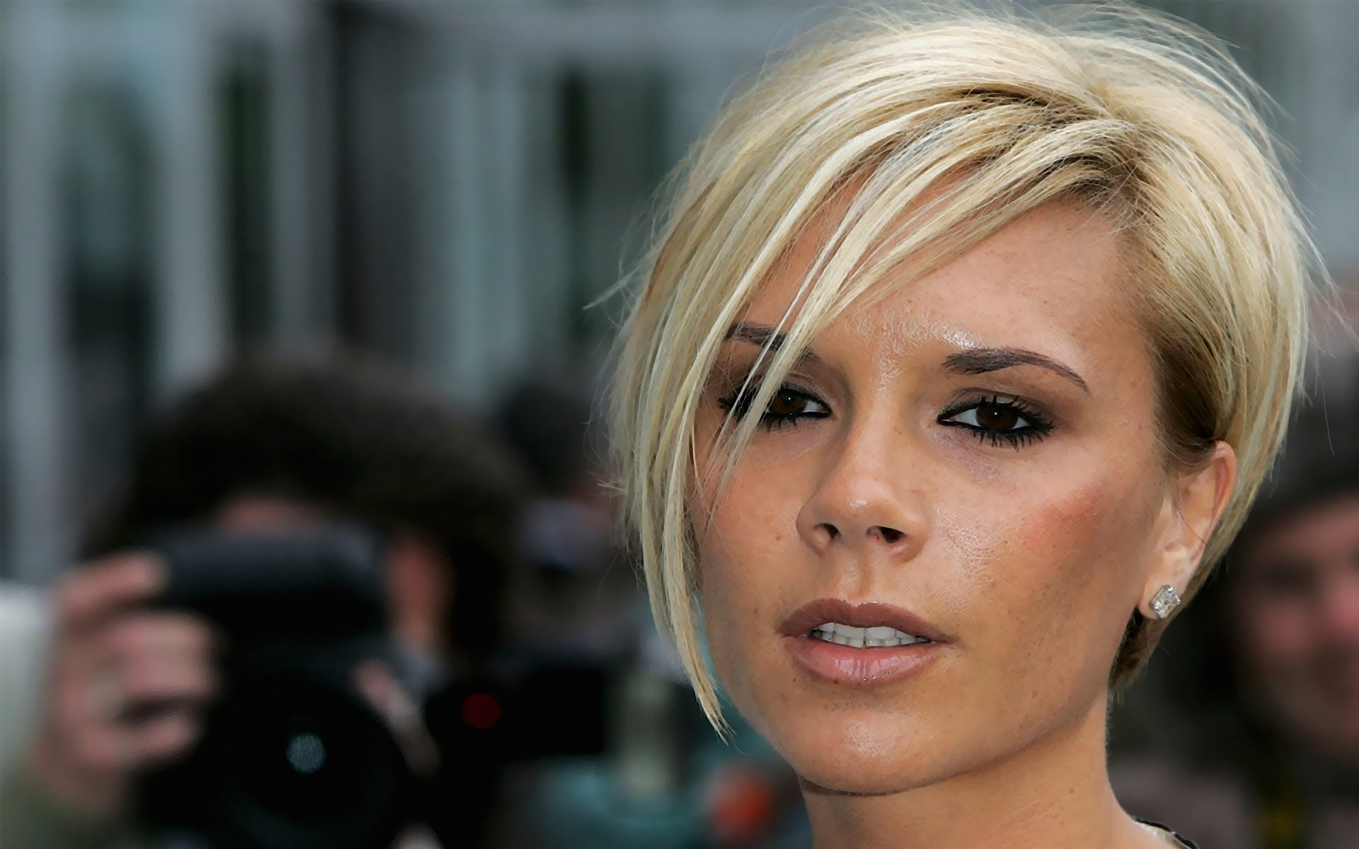 Victoria Beckham Short Hairstyles – Youtube Intended For Famous Posh Bob Blonde Hairstyles (Gallery 14 of 20)
