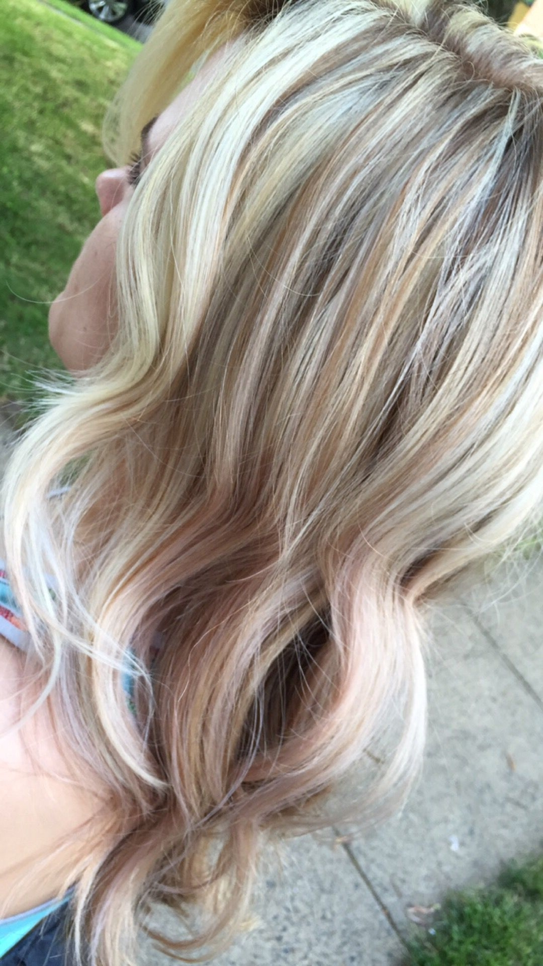 Well Known Honey Hued Beach Waves Blonde Hairstyles Pertaining To Platinum Face Framing Highlights With Blonde / Rose Gold Hues (View 19 of 20)