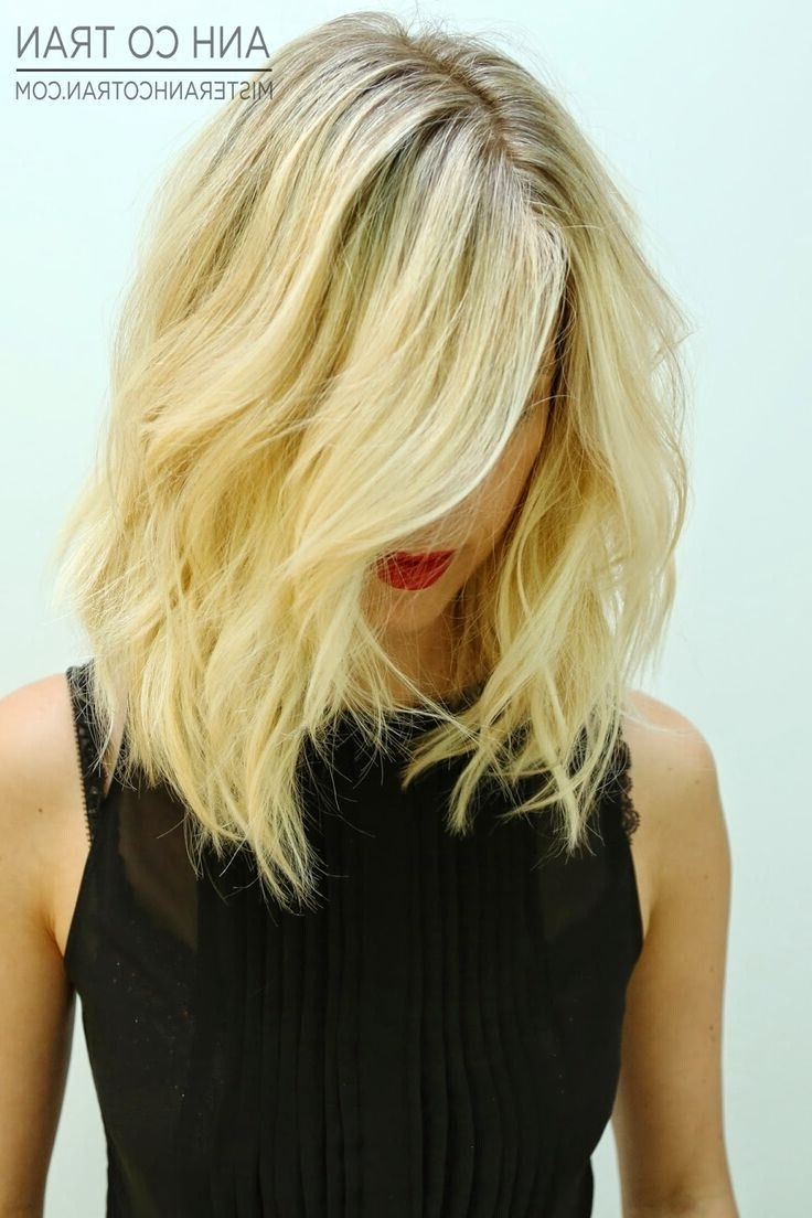 Well Liked Angled Wavy Lob Blonde Hairstyles Inside 30 New Season Pictures Of Bob Haircuts! – Popular Haircuts (View 16 of 20)